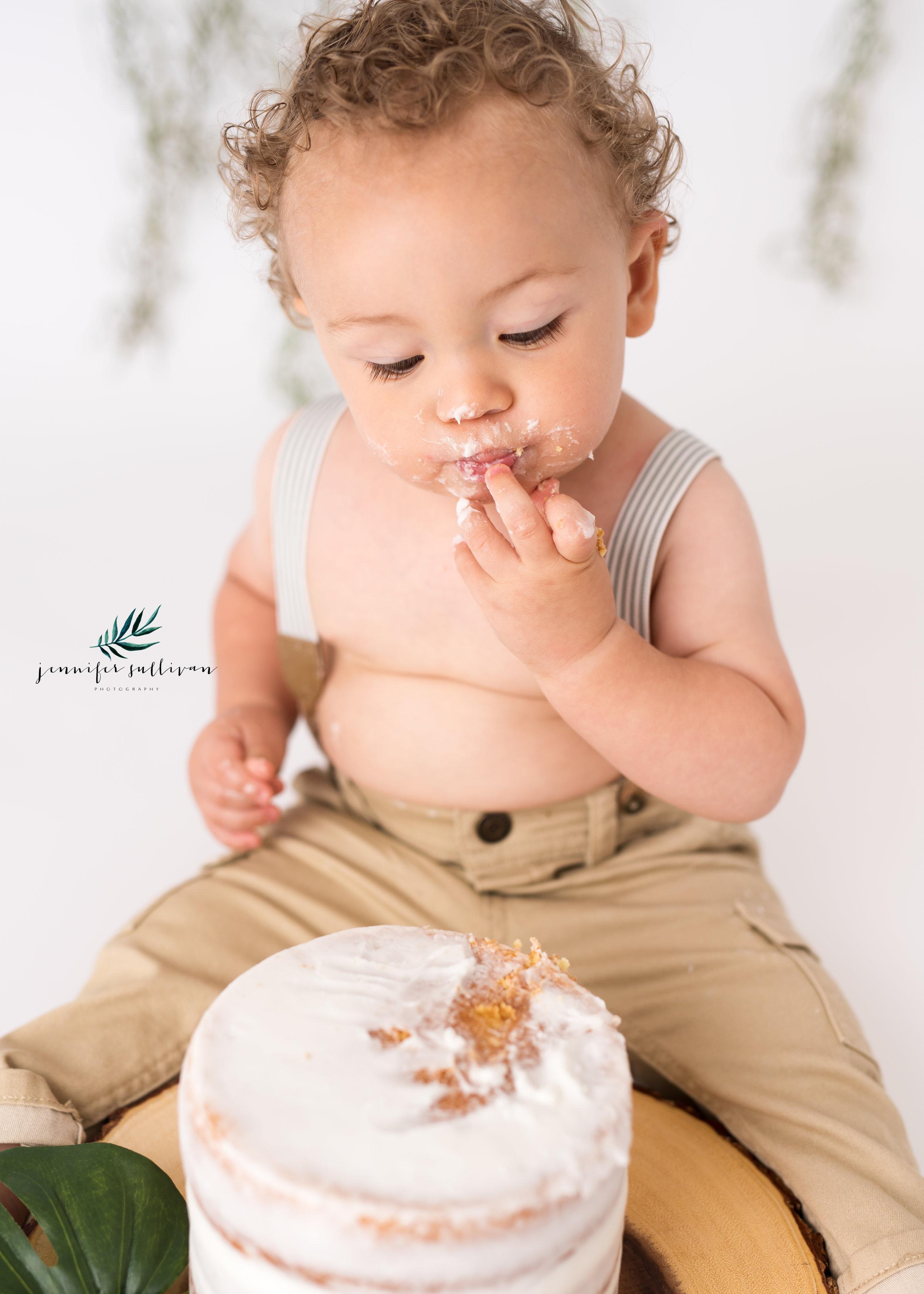 DARTMOUTH  BABY cakesmash PHOTOGRAPHER-400-9.jpg