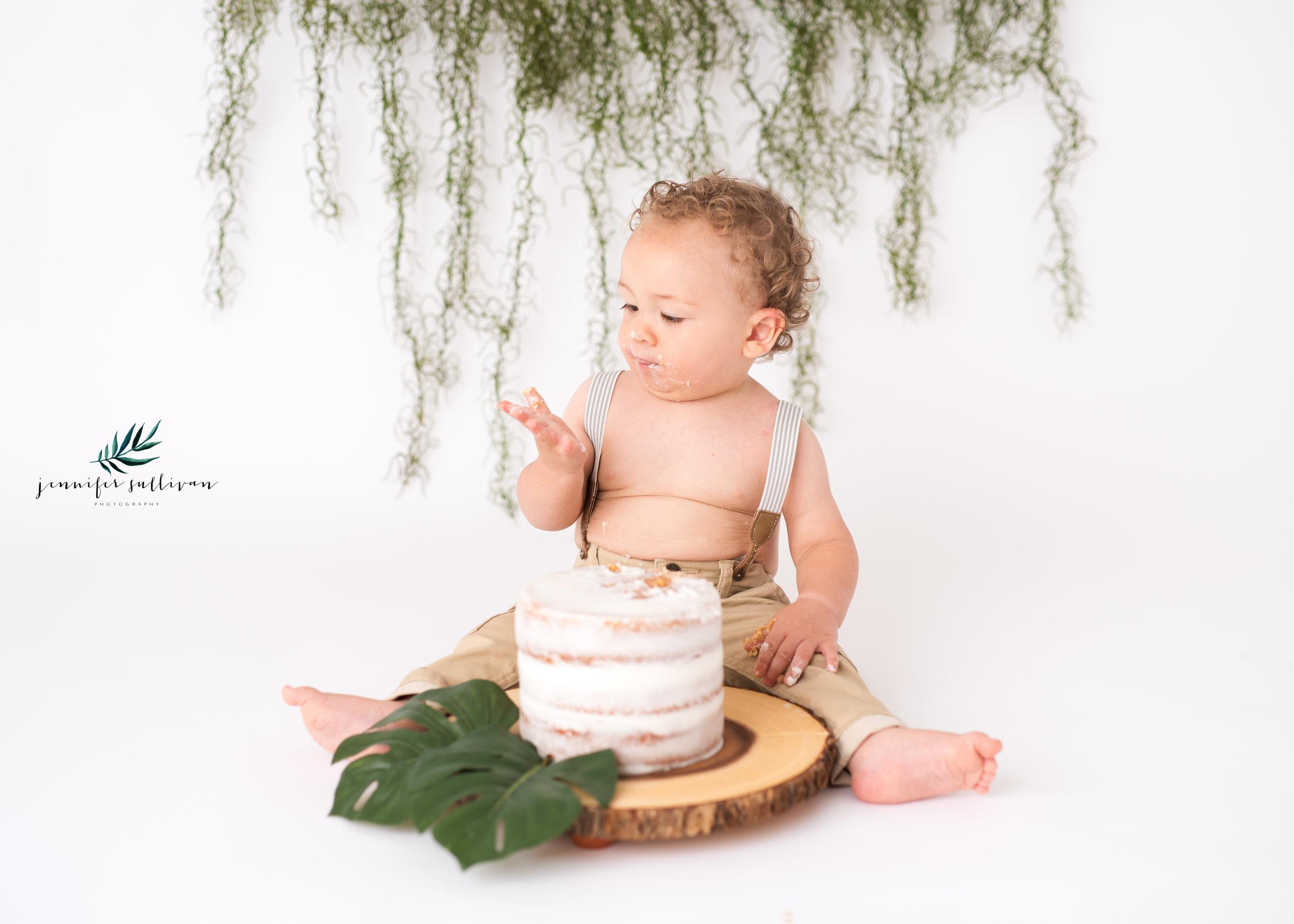 DARTMOUTH  BABY cakesmash PHOTOGRAPHER-400-10.jpg