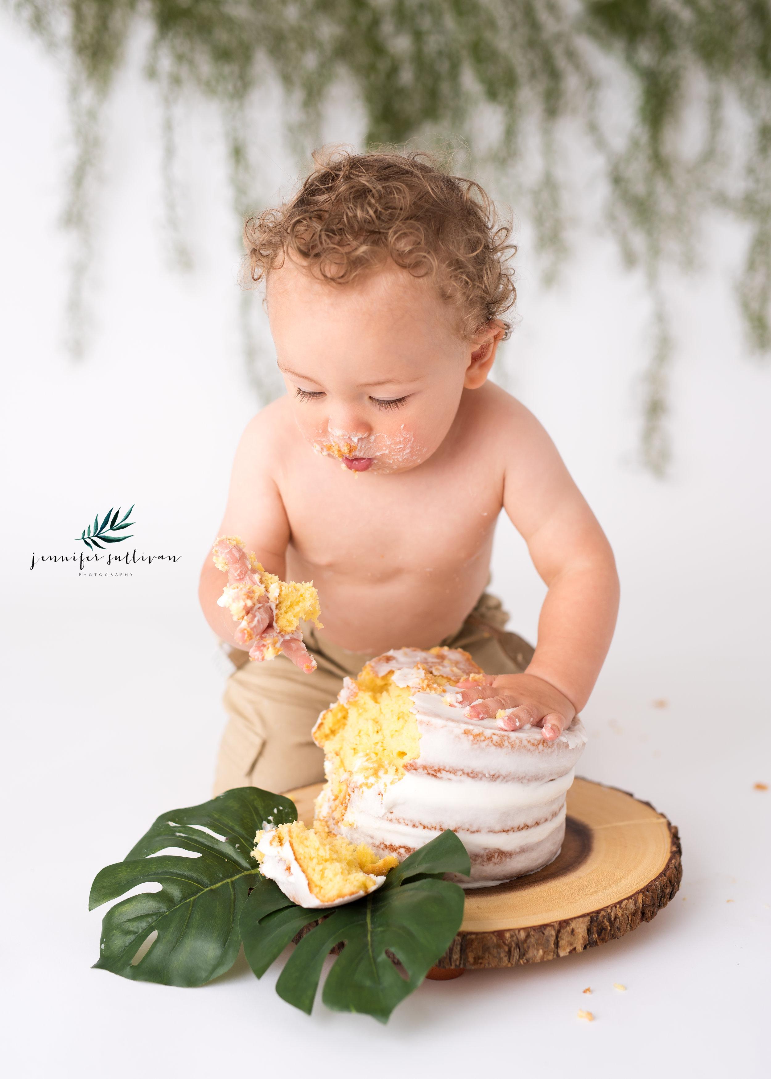 DARTMOUTH  BABY cakesmash PHOTOGRAPHER-400-13.jpg
