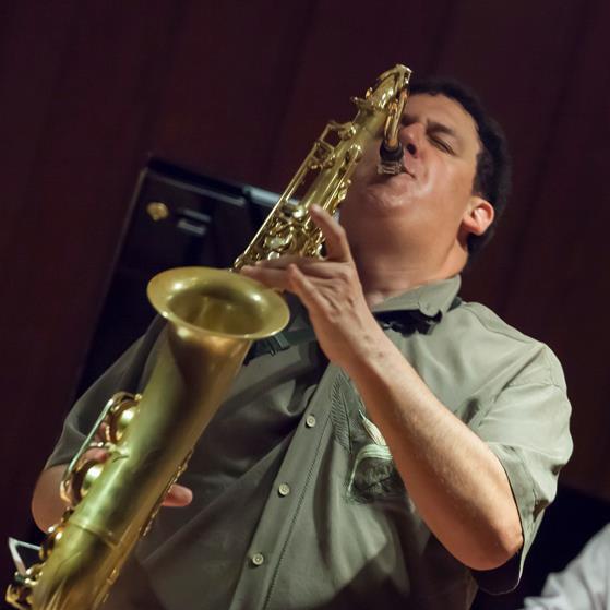 Rob_Scheps_playing_Empress_tenor_in_Honolulu.jpg