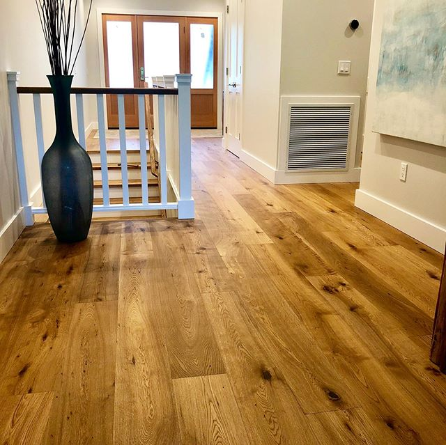 Our character grade white oak is a timeless look that compliments so many different design styles. Another beauty here put together by @schulzconstruction @nicolemareedesign