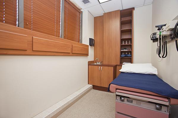 Riverside_Boulevard_194_Room_3_.jpg