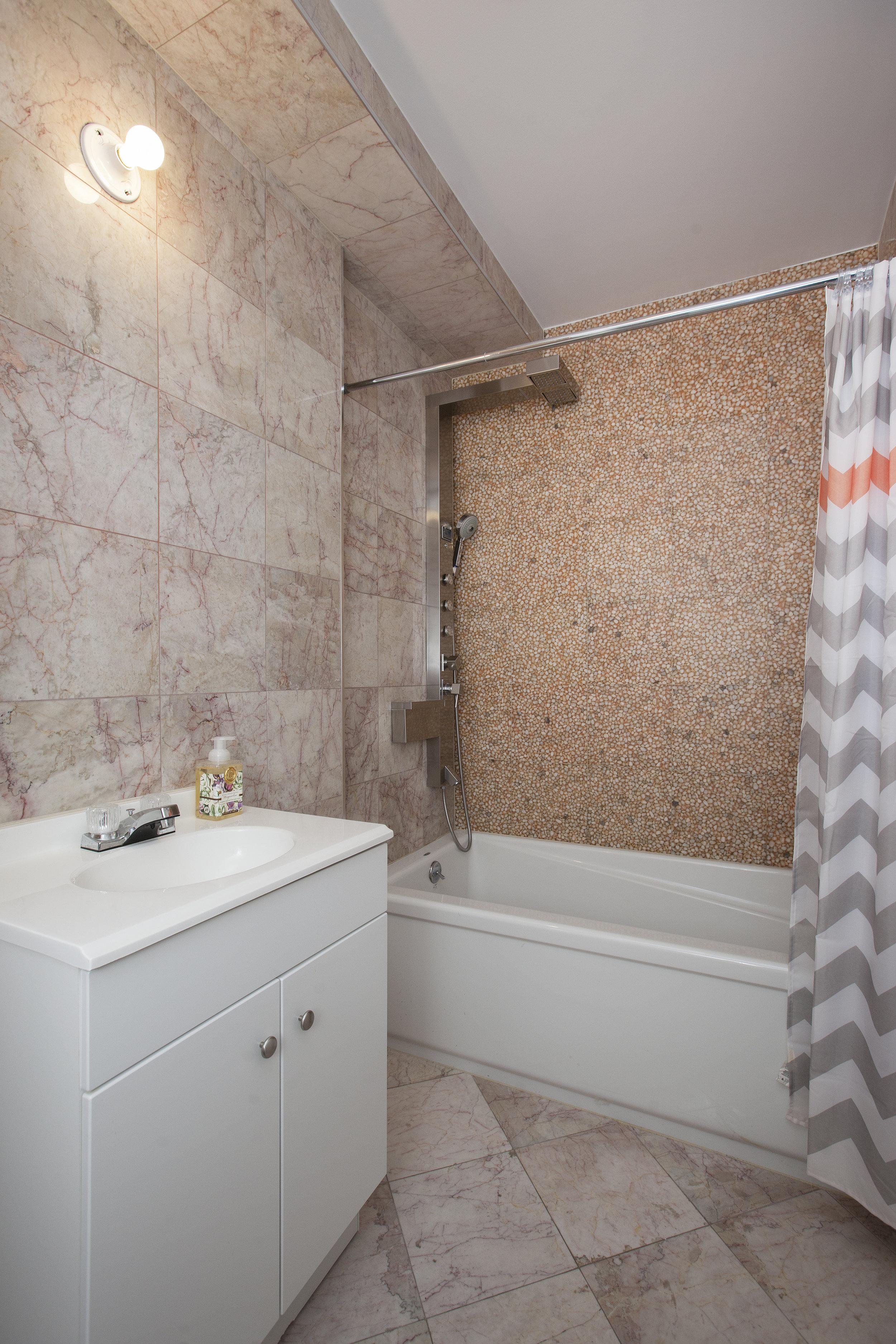 East_76th_Street_195_TH_Bathroom_.jpg