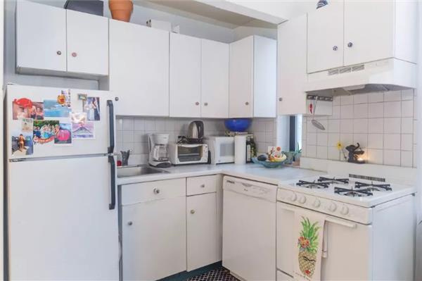 130 E 29, Kitchen.jpg
