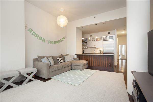 243 W 60, 4E - Living room 2.jpg