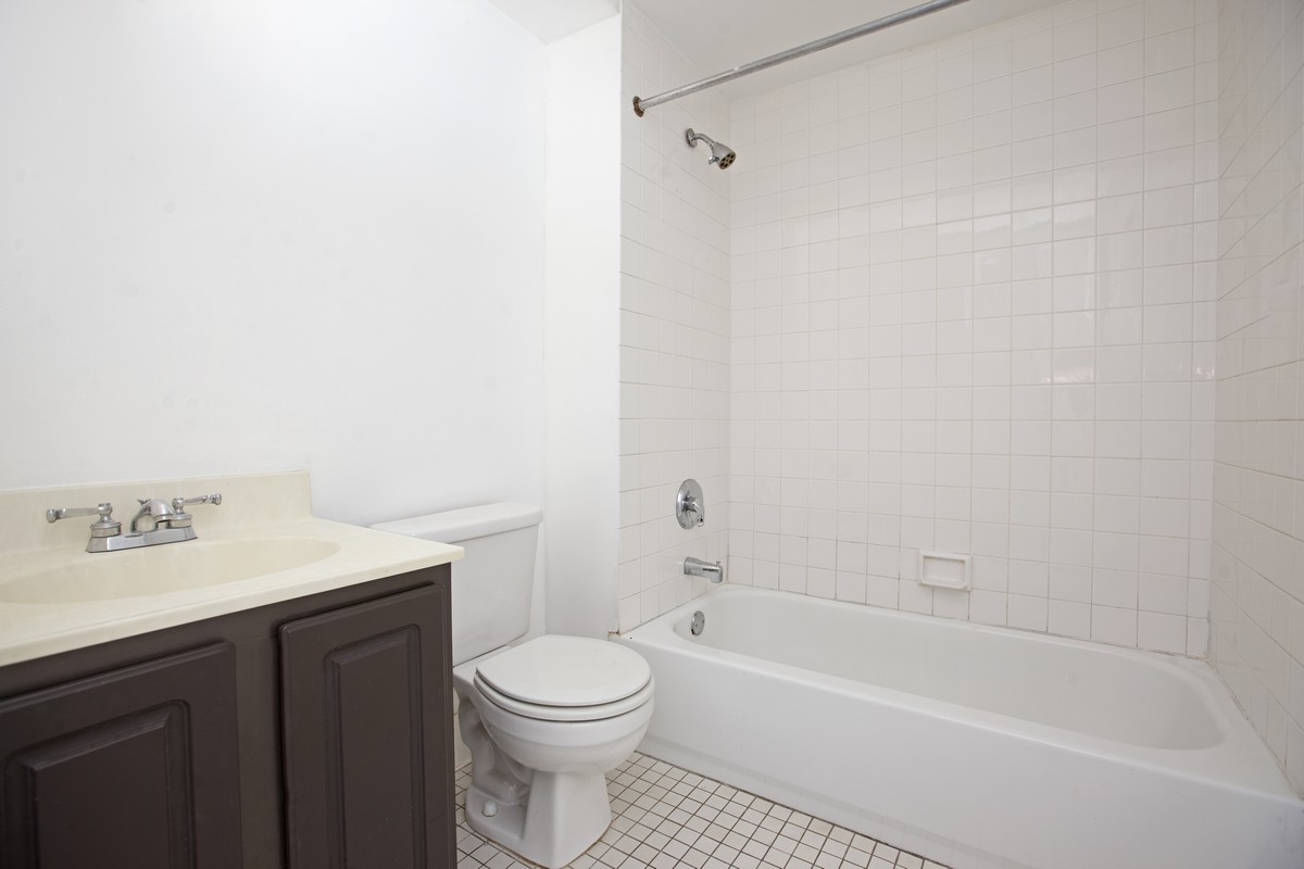 East_10th_Street_383_A4_Bathroom_(1).jpg