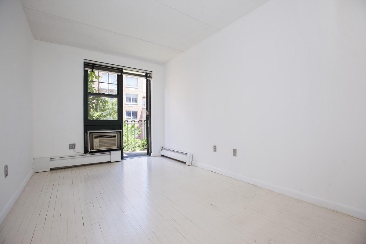 East_10th_Street_383_A4_Bedroom_(1).jpg