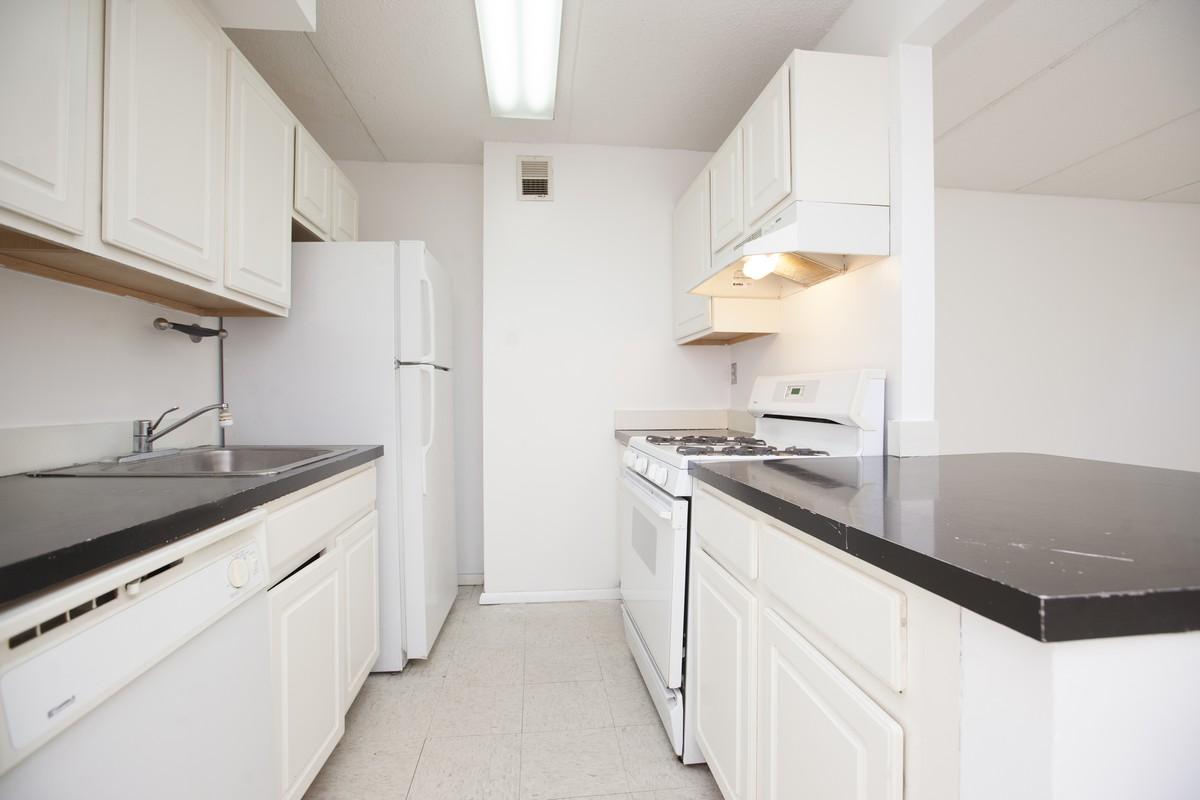 East_10th_Street_383_A4_Kitchen_(1).jpg