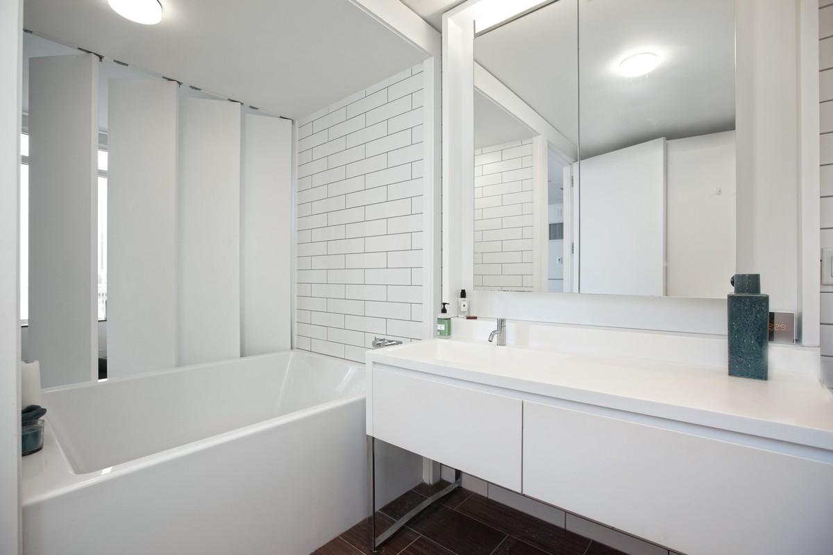 William_Street_15_29D_Bathroom_.jpg