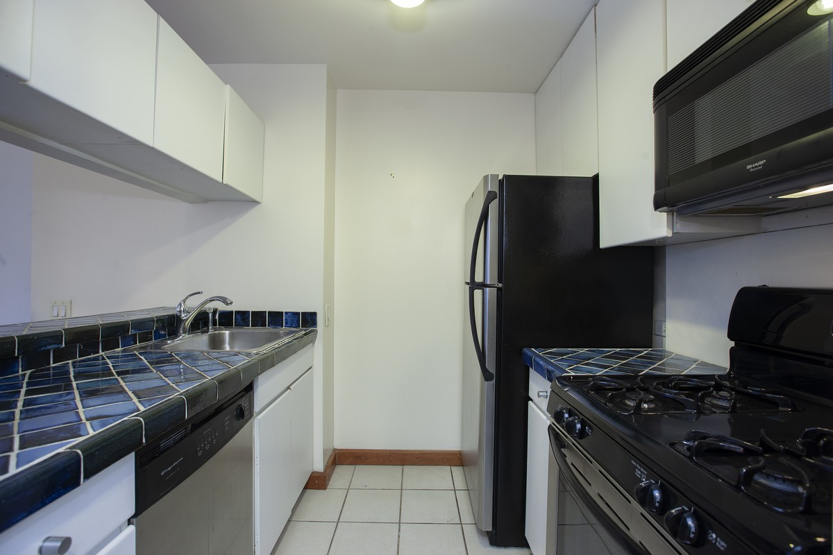 West_90th_Stret_250_4B_Kitchen_.jpg