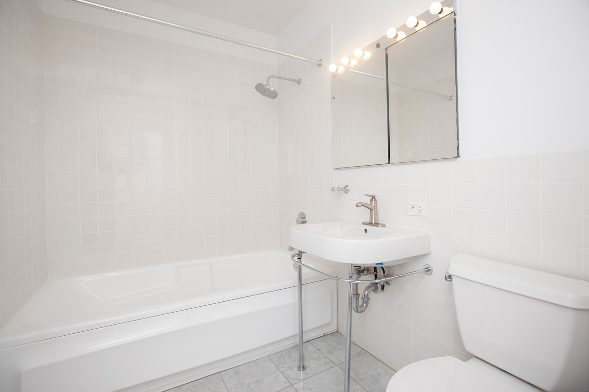 South_William_Street_15-17_3B_Bathroom_.jpg