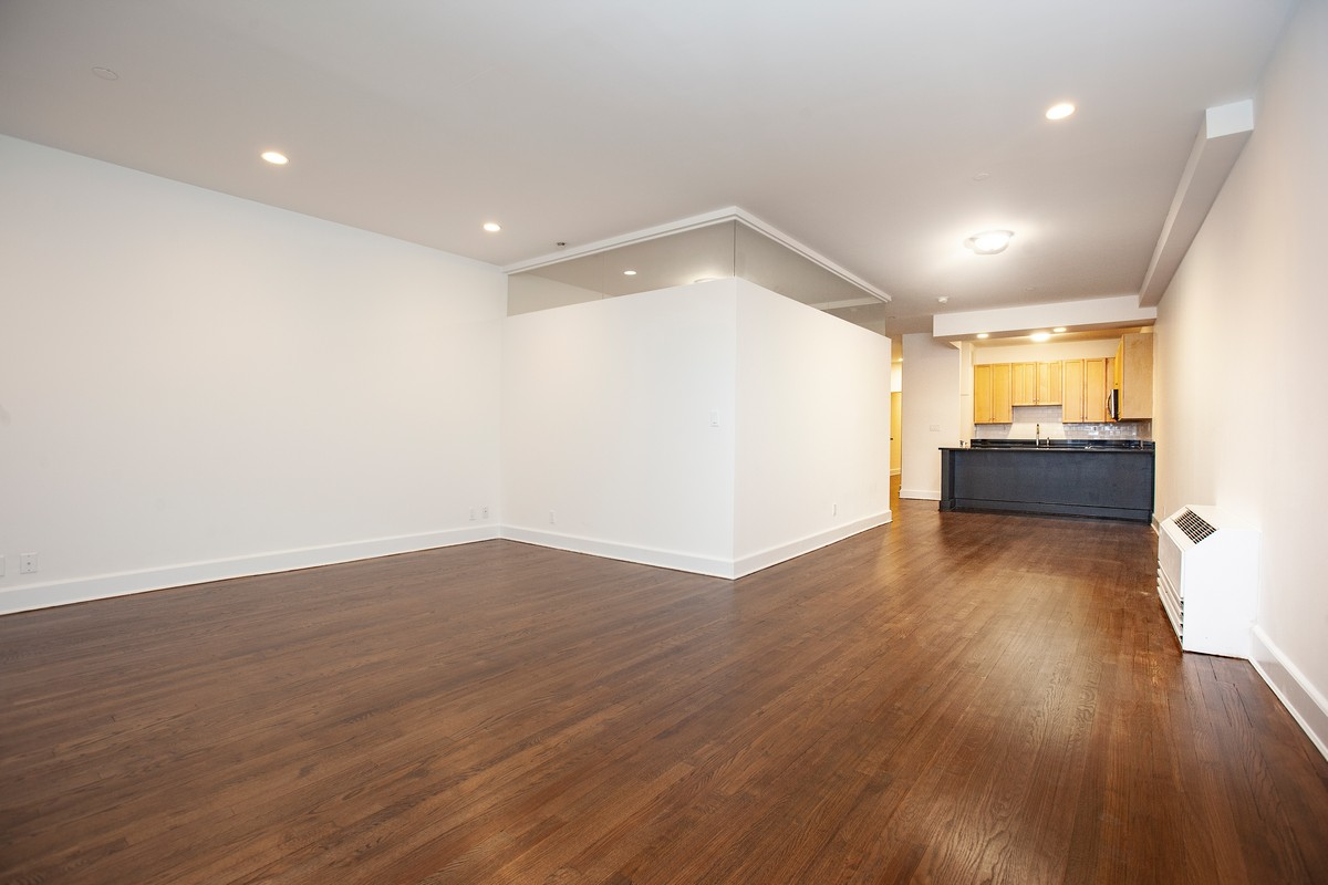 South_William_Street_15-17_3B_Living_Room_Reverse_.jpg