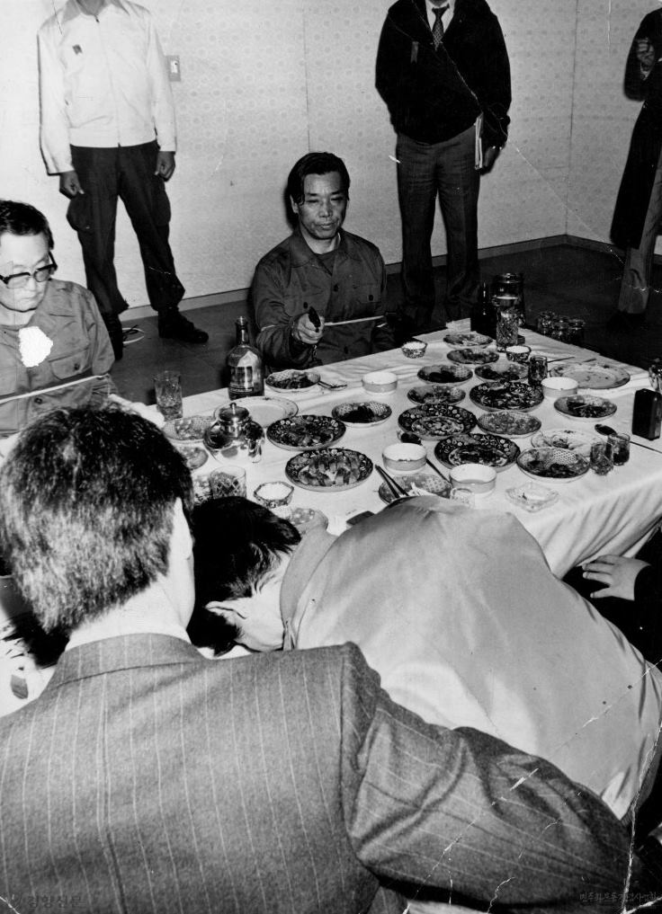 Kim Jae Kyu reenacting his assassination of Park Chung Hee, during his trial (1979)  Photo Credit: The Korea Herald