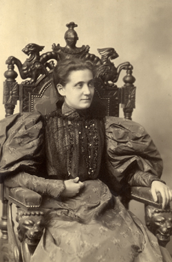 Jane Addams, founder of Hull House  Photo from  here