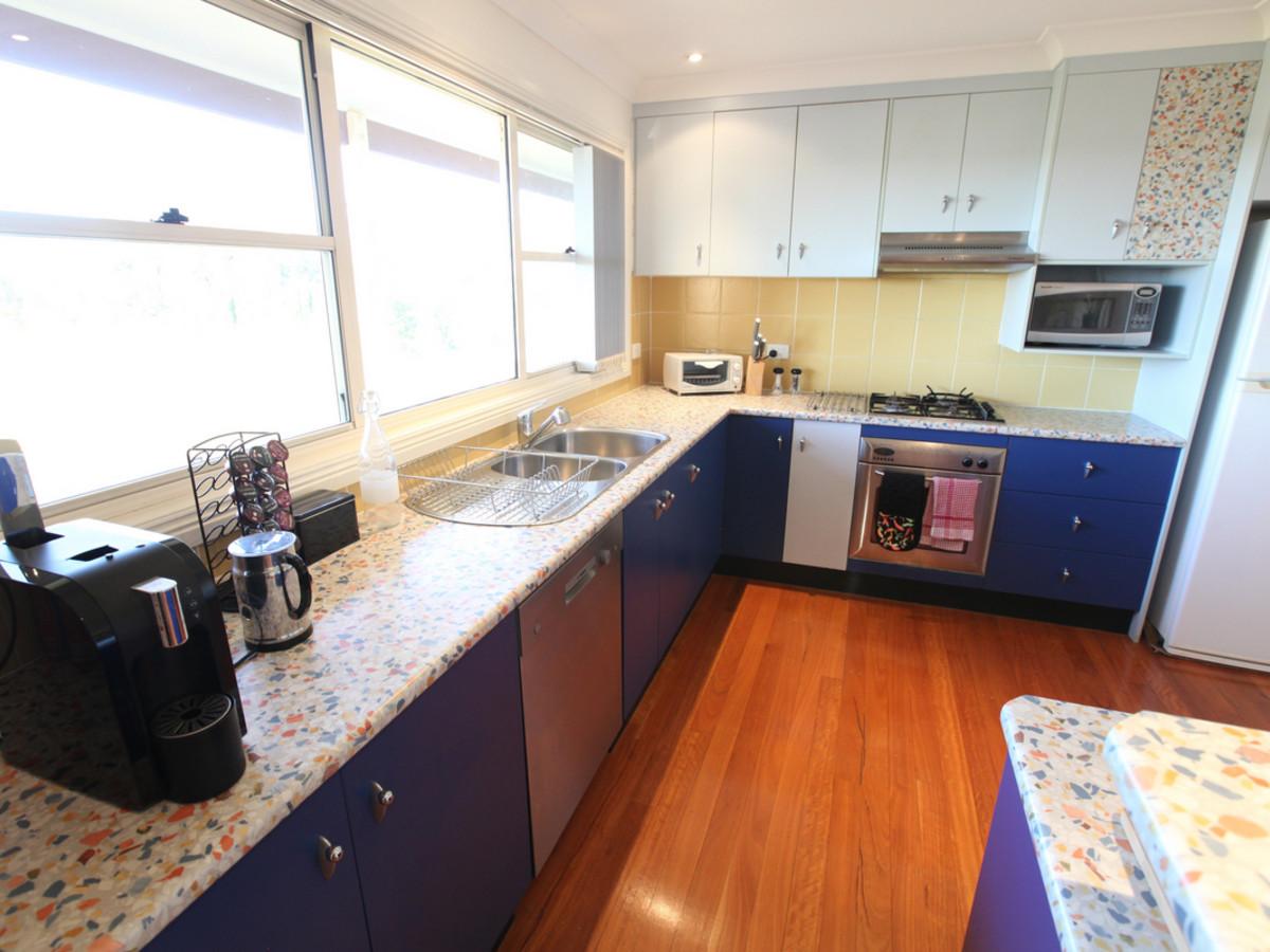 TheArtist-Cottage-kitchen.jpg