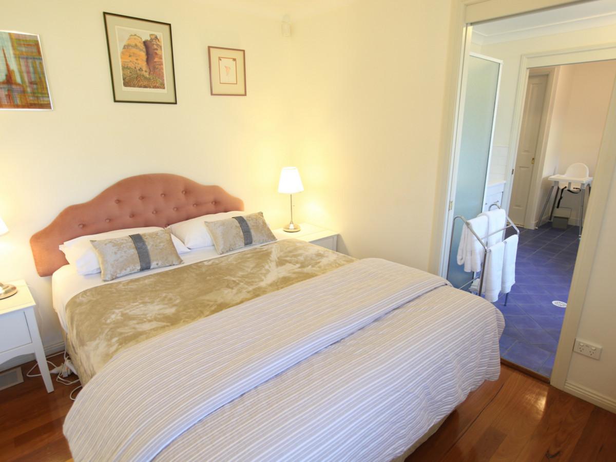 TheArtist-Cottage-Bedroom-Master.jpg