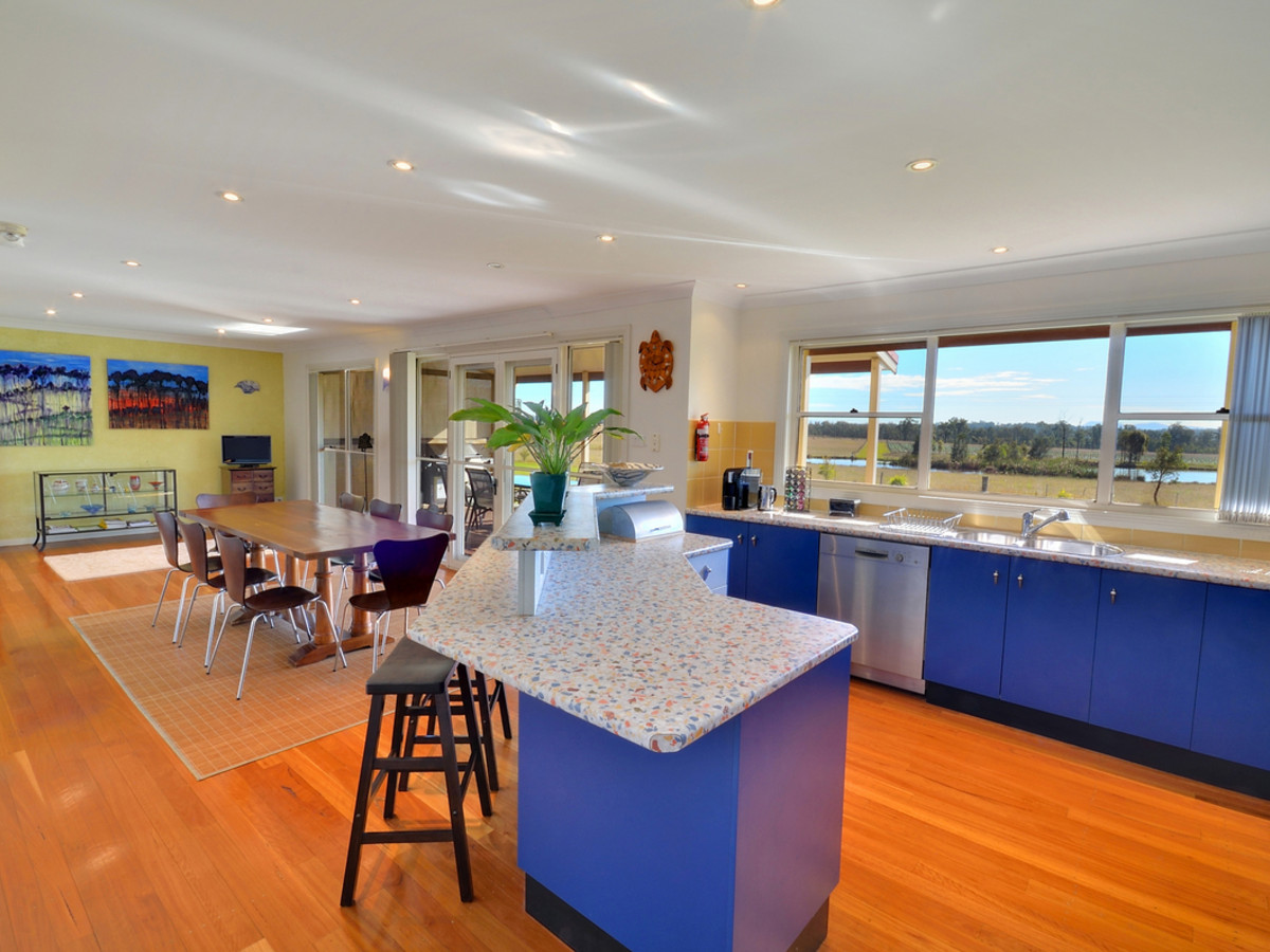 TheArtist-Cottage-kitchen-dining.jpg