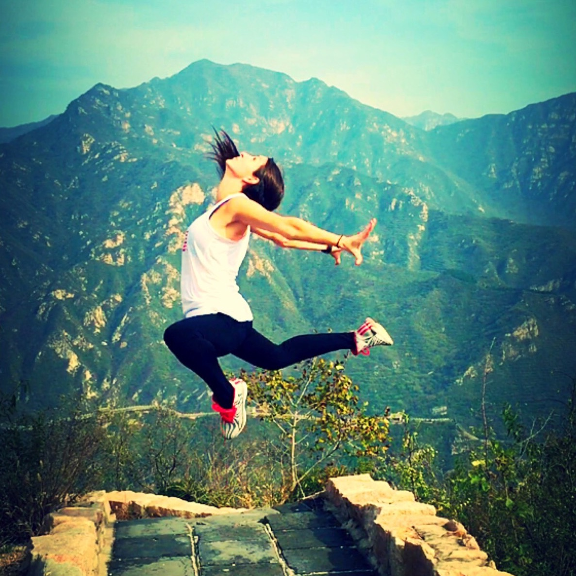 Dancer leap great wall