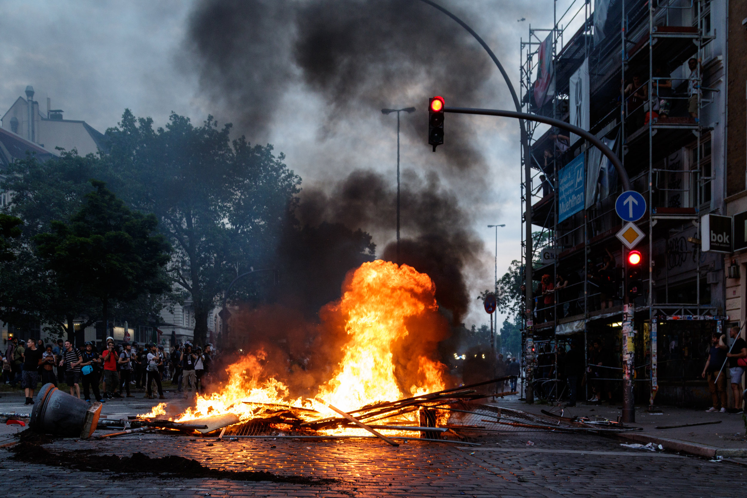 Brennende Barrikade.jpg
