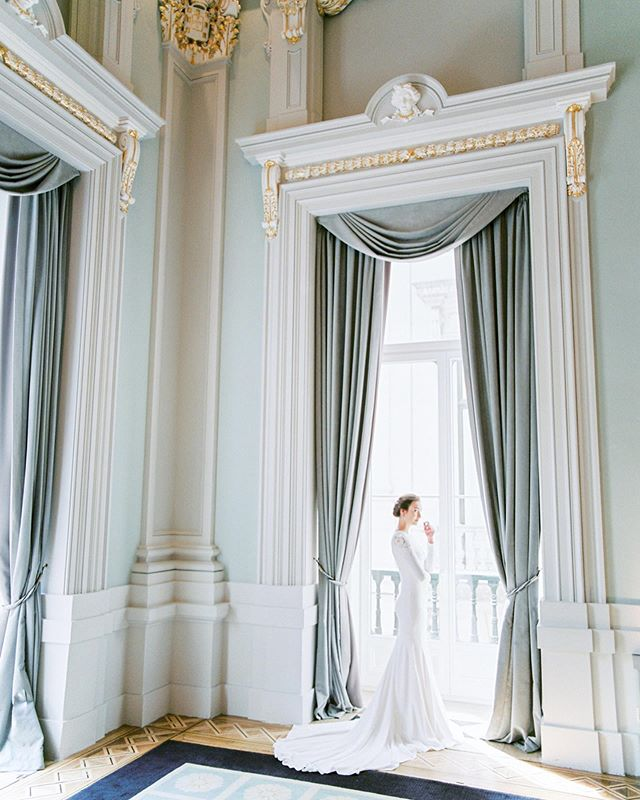 From a palace to a yacht, a destination wedding inspiration for classic brides with a royal taste. Published today at @thewhitewren  Photo: @alicevicenteweddings Planning, styling & coordination: @sublimeluxuryweddings  Venue: @pousadalisboa @pousadasdeportugal Make-up & hair: @vm_makeuphair  Flower designer: @ionrotaruflori  Yatch: @dreamboatsportugal  Engagement ring & jewellery: @wasarmento  Favors: @castelbelporto Wedding cake: @edelweiss_weddingcakes Model agency: @onwaymodels  Models: @maryanacarvallh @fletch_pukall  Stationary: @a_pajarita  Wedding dress, veil & accessories: @pronovias Bridal shoes: @annawalkerpt @pronovias Groom: @ferragamo @giovannigallistore Tablescape: @vistaalegreofficial  Film lab: @carmencitalab  #yachtwedding #destinationweddingphotographer #portugalweddingphotographer #sailingboat #sea #nauticalwedding #weddinginspiration #contax645 #ishootfilm