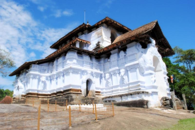 lankathilaka-viharaya-3.jpg