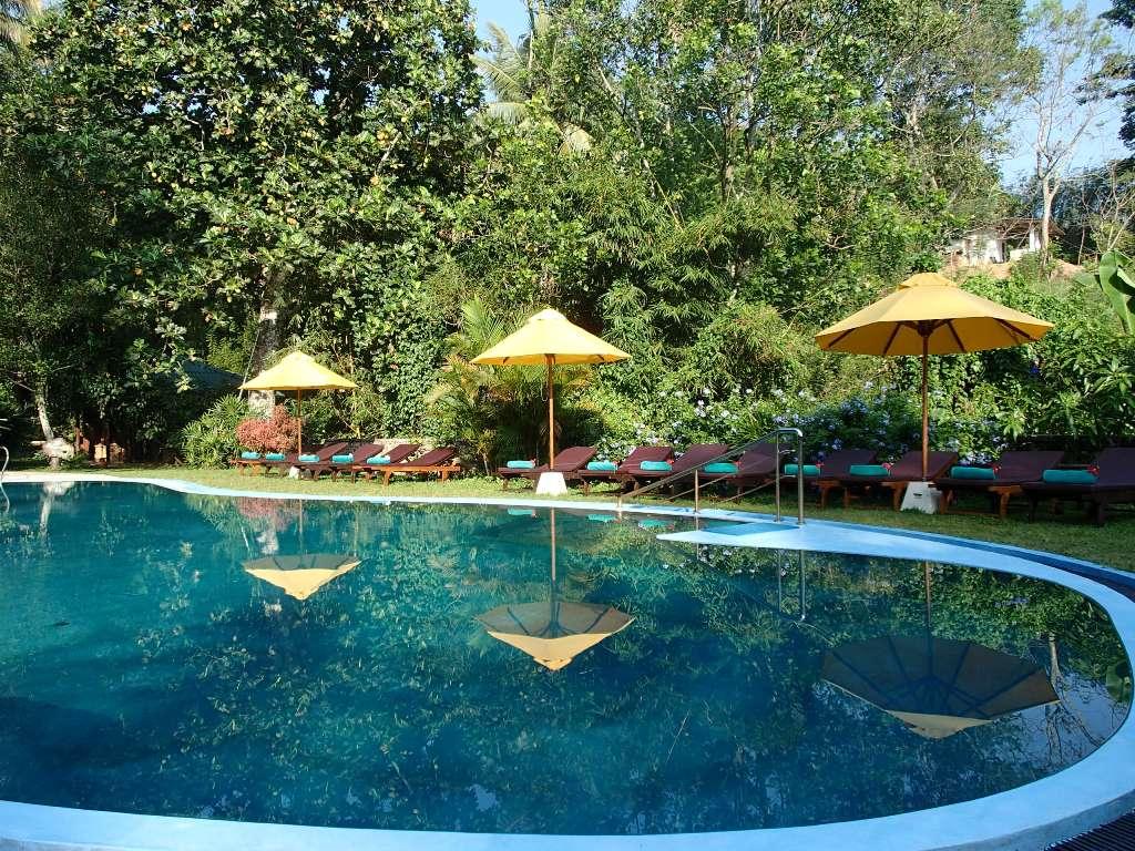 bazén a nové podložky 1.jpg