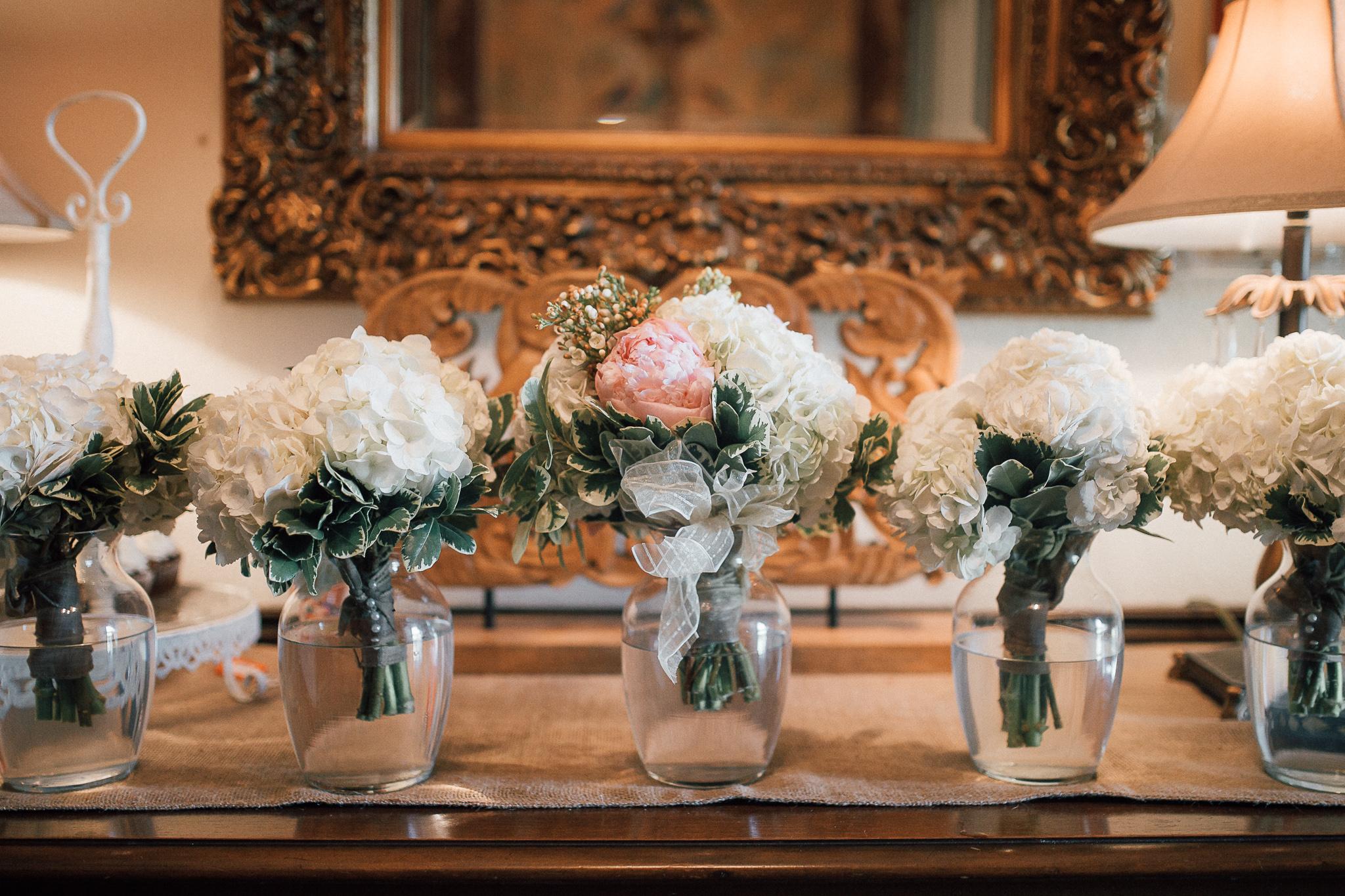 cassie-cook-photography-memphis-wedding-photographer-fountain-south-inn-olive-branch-ms-hernando-flower-shop