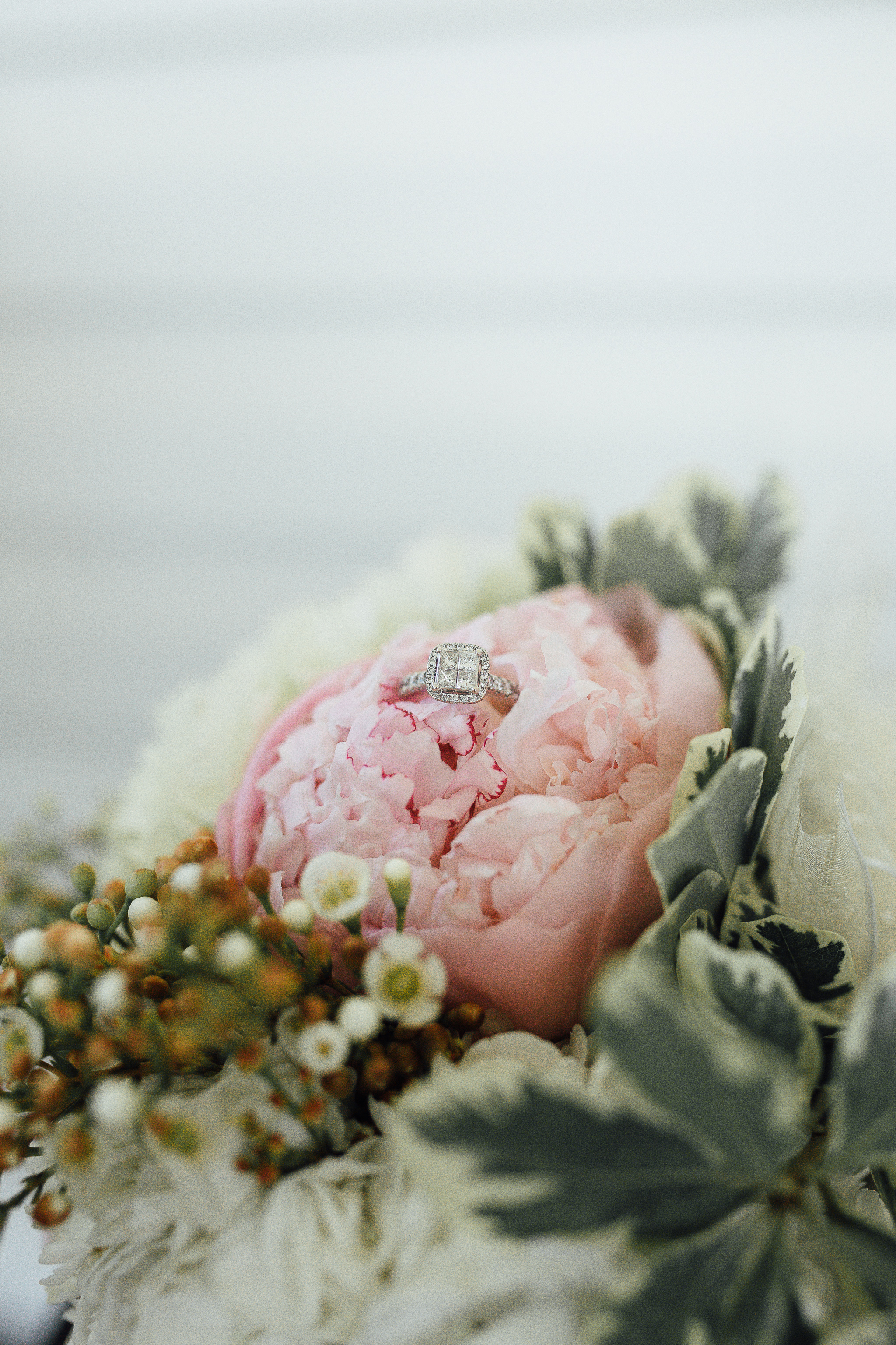 cassie-cook-photography-memphis-wedding-photographer-fountain-south-inn-olive-branch-ms-peonies-hernando-flower-shop