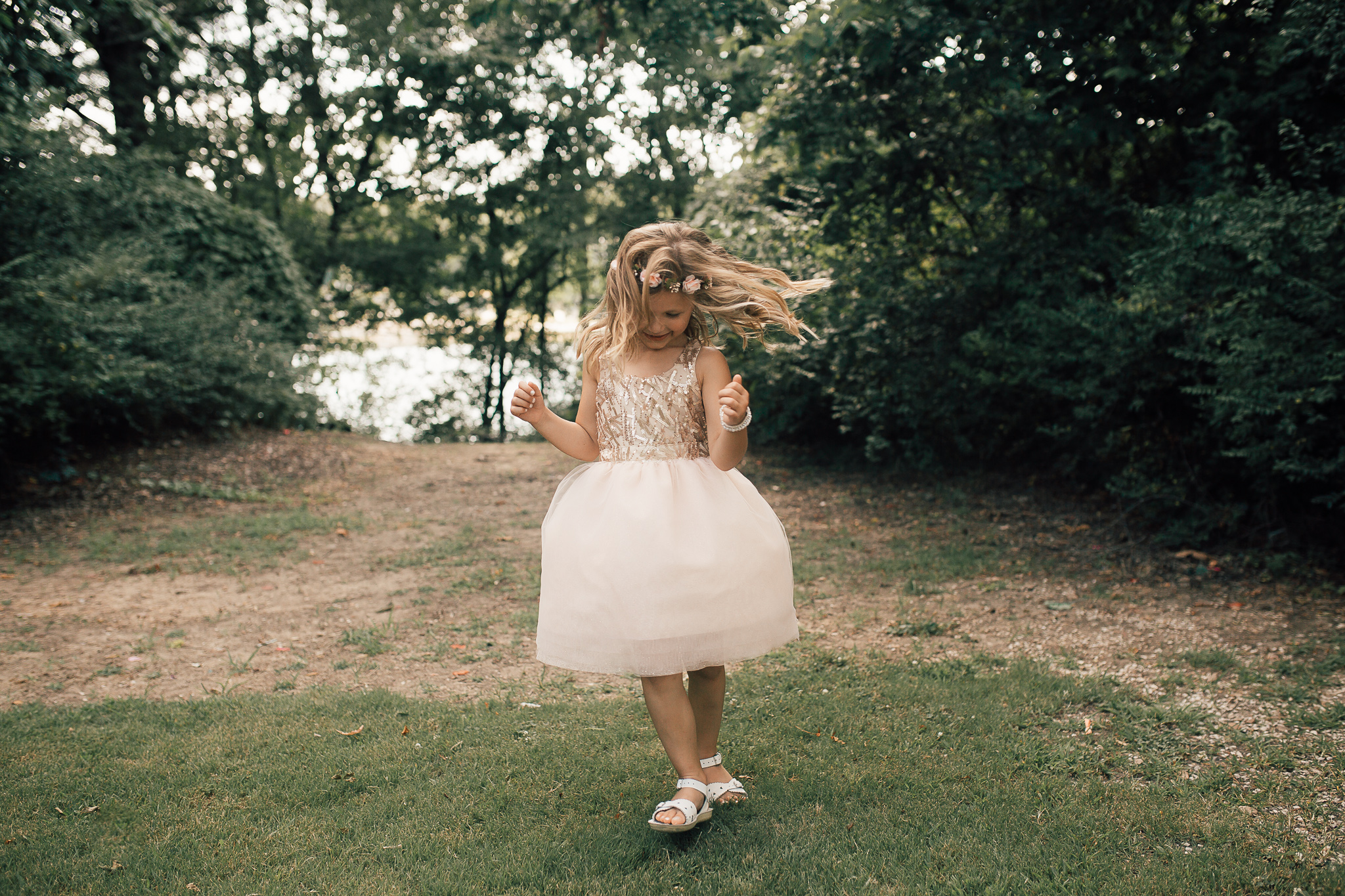 cassie-cook-photography-memphis-wedding-photographer-fountain-south-inn-olive-branch-ms-flower-girl