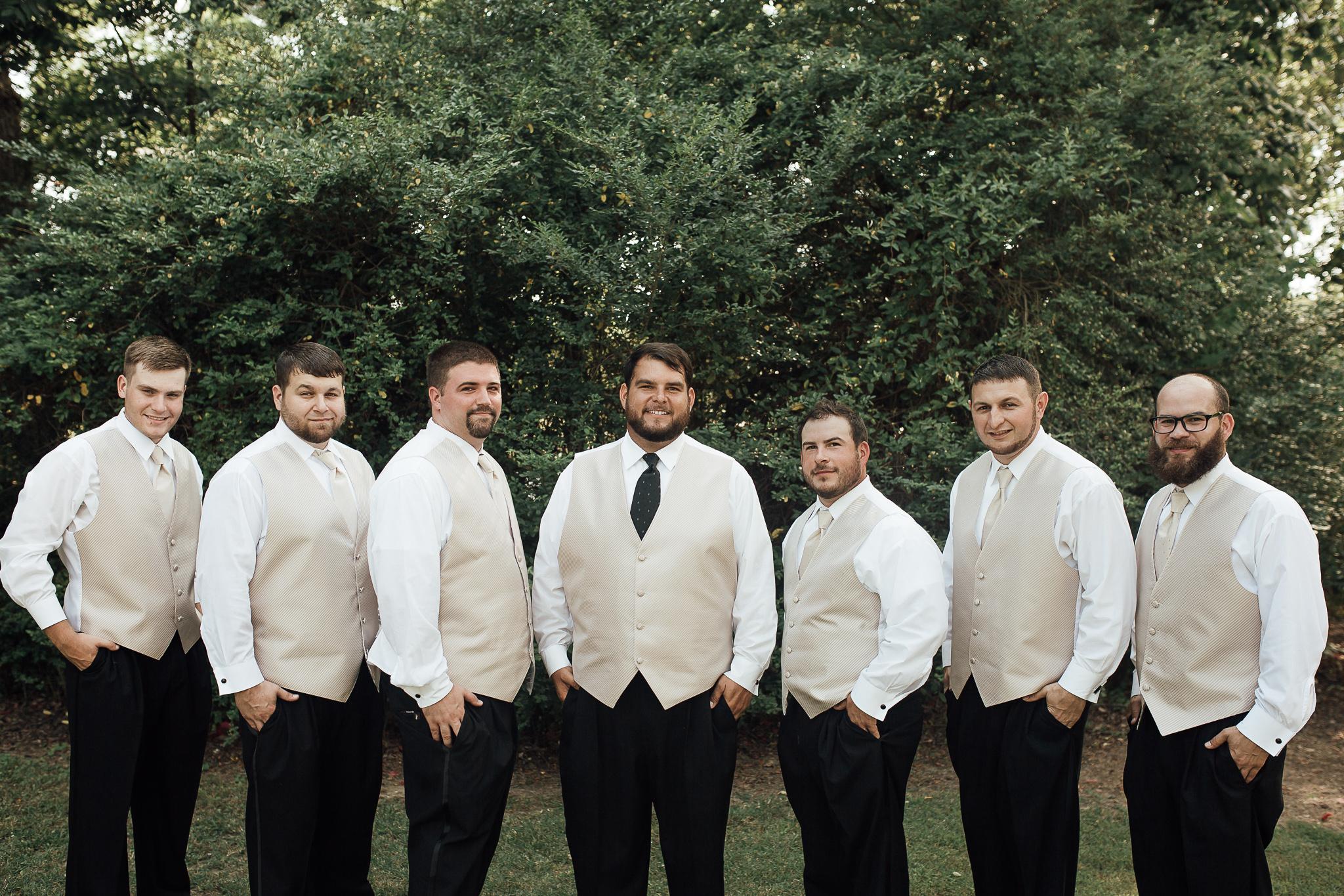cassie-cook-photography-memphis-wedding-photographer-fountain-south-inn-groomsmen