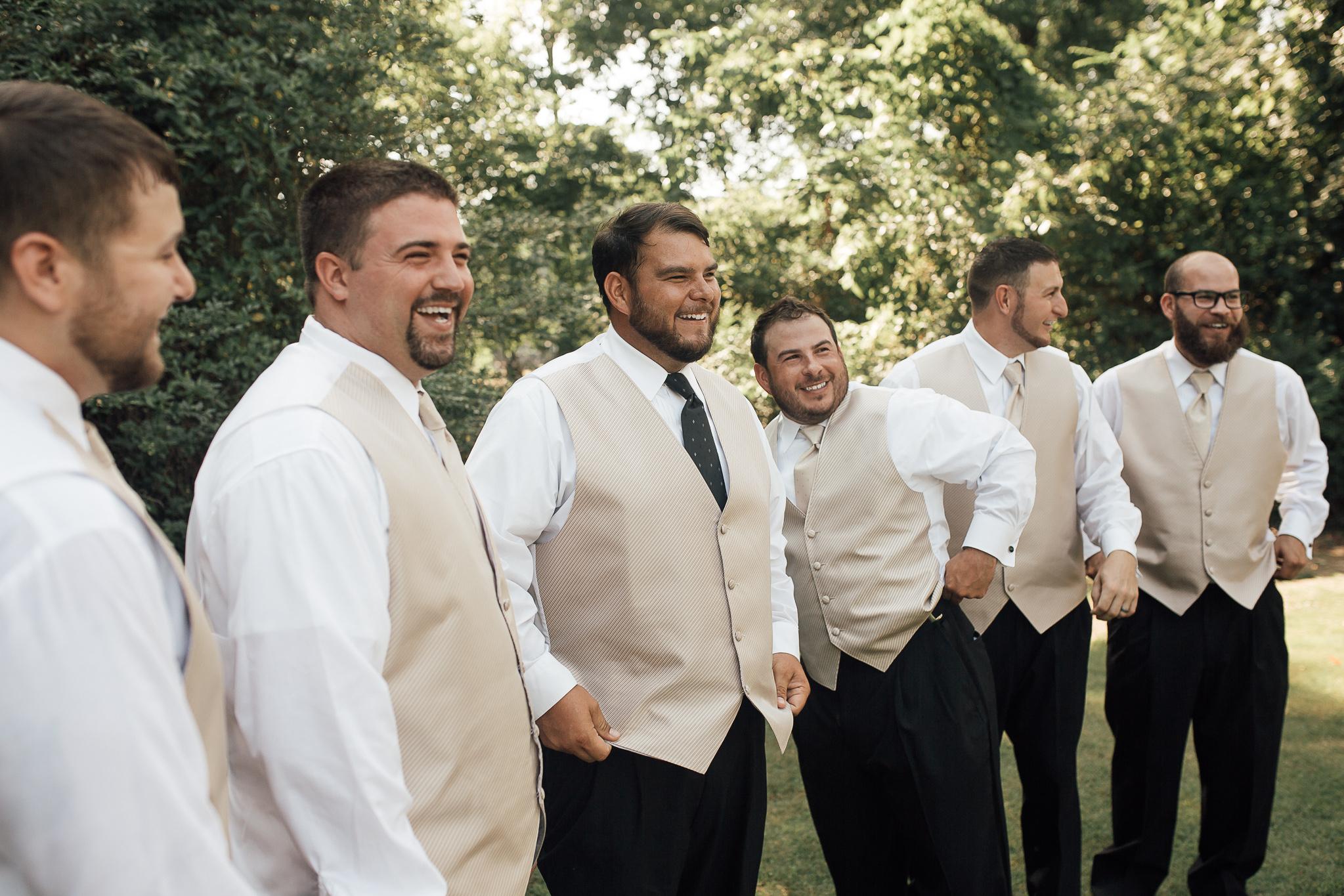 cassie-cook-photography-memphis-wedding-photographer-fountain-south-inn-groom-groomsmen