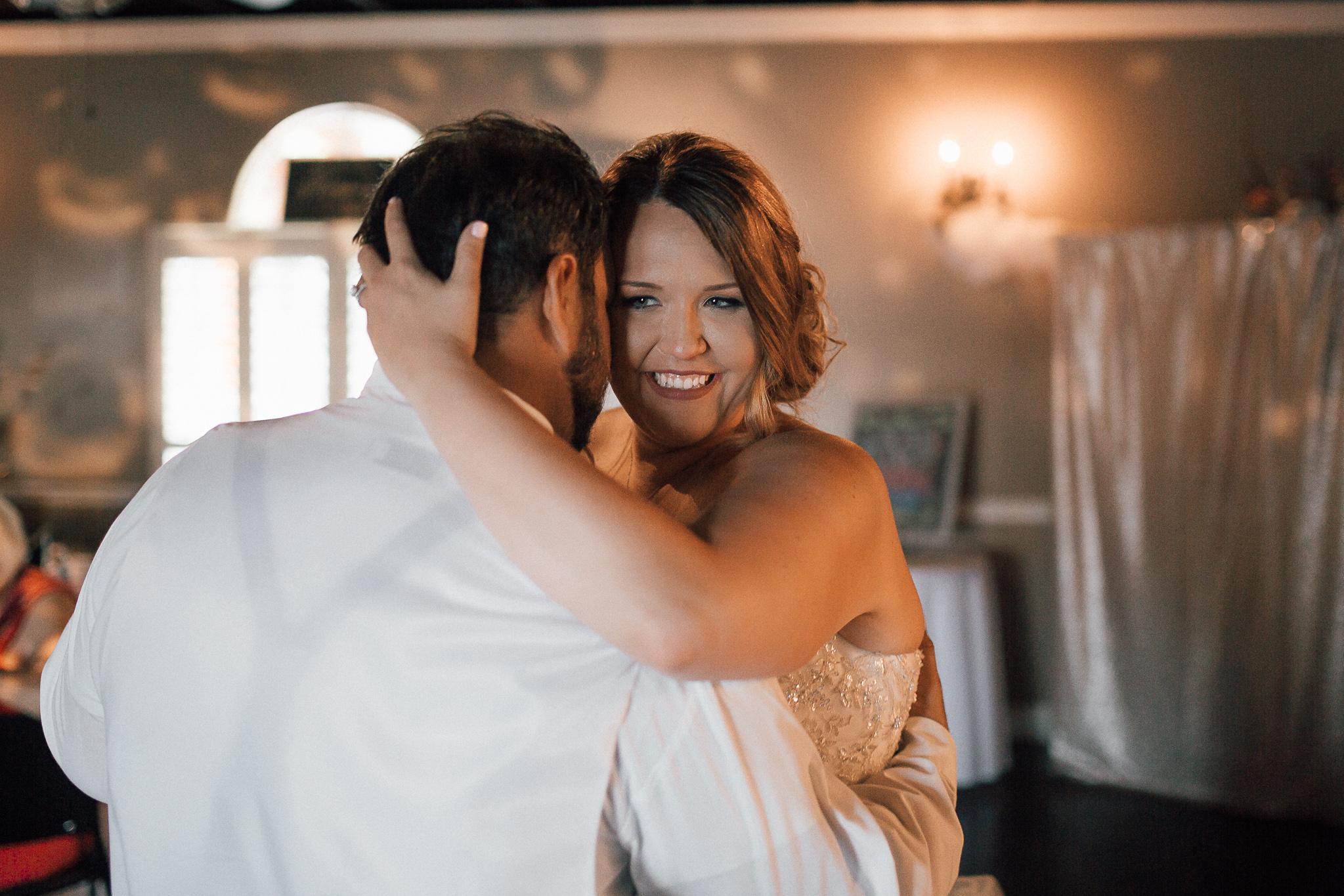 cassie-cook-photography-memphis-wedding-photographer-fountain-south-inn-first-dance