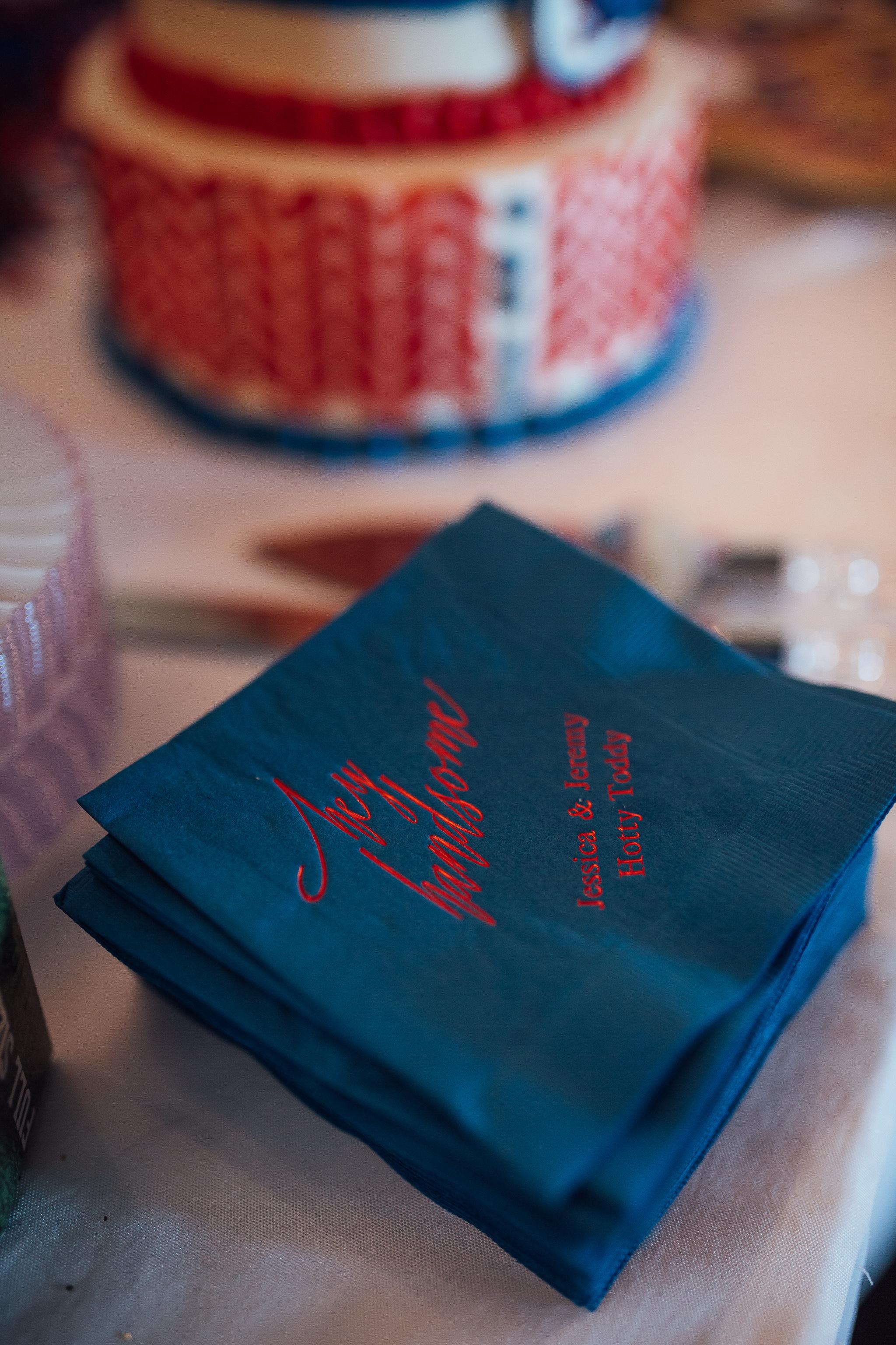 cassie-cook-photography-memphis-wedding-photographer-fountain-south-inn-grooms-cake