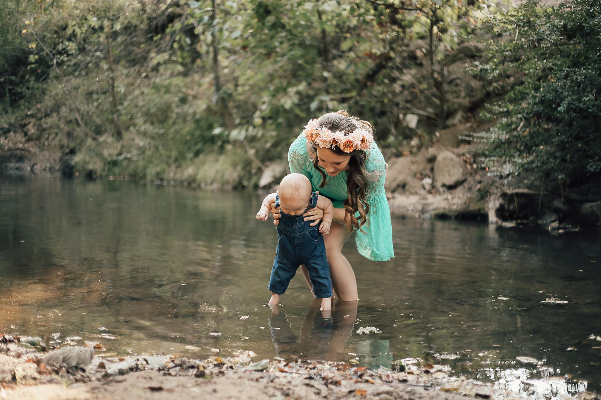 cassie-cook-photography-memphis-family-photographer-breastfeeding-creek