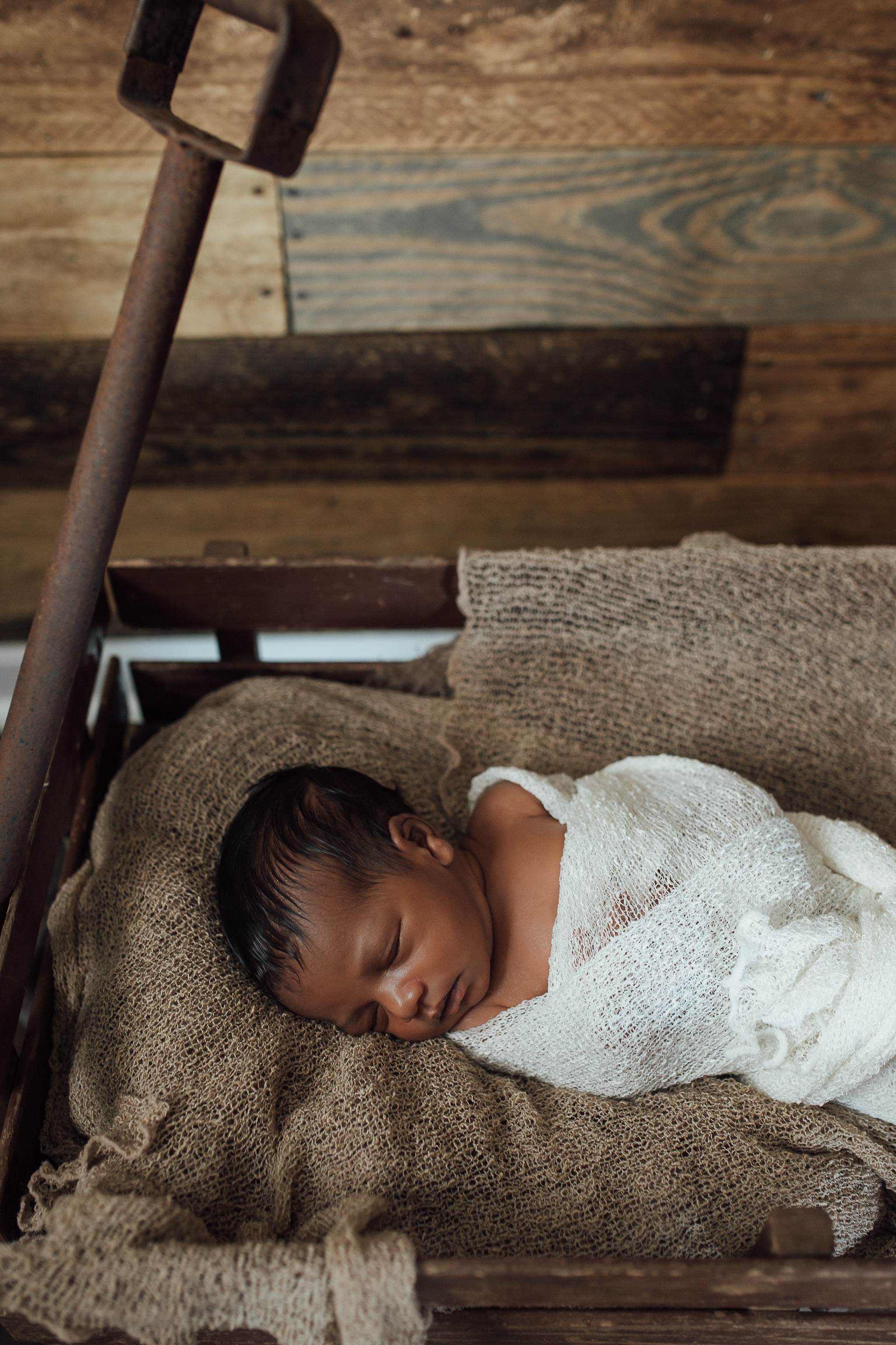 cassie-cook-photography-memphis-family-photographer-in-home-newborn-session-nursery
