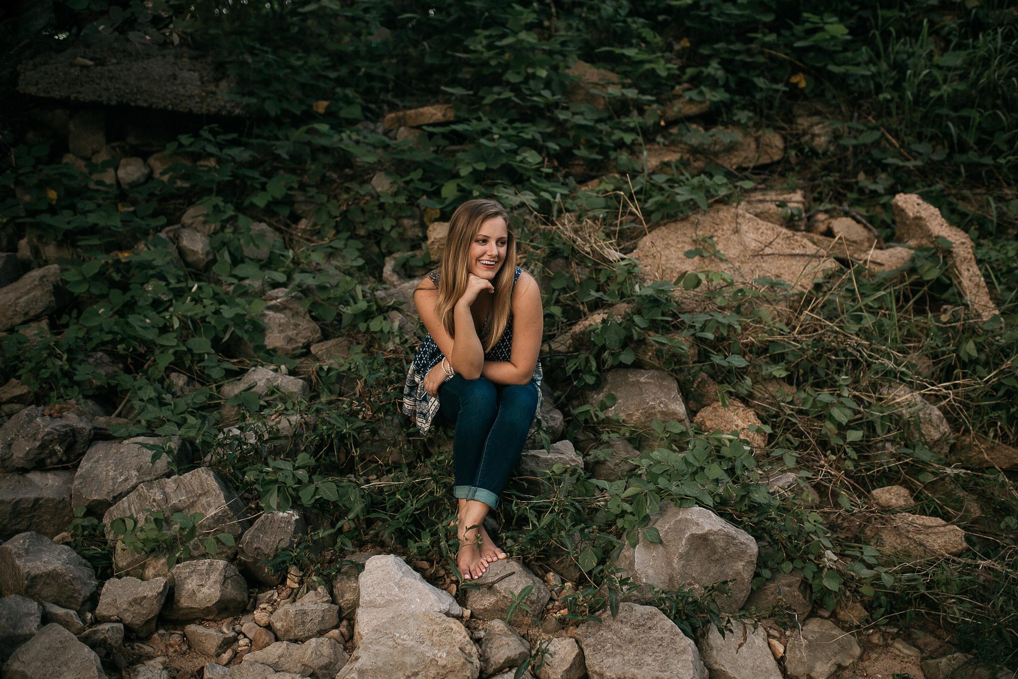 hernando-senior-photographer-hernando-high-school-senior-pictures-outdoors