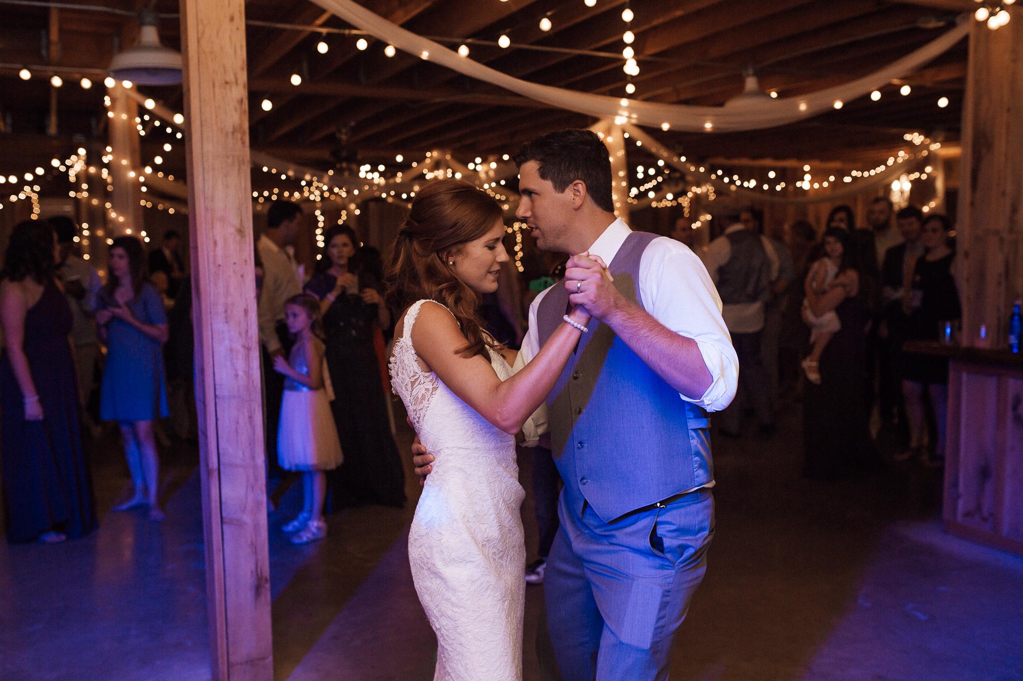memphis-wedding-photographer-southern-wedding-venue-cedar-hill-farms-wedding