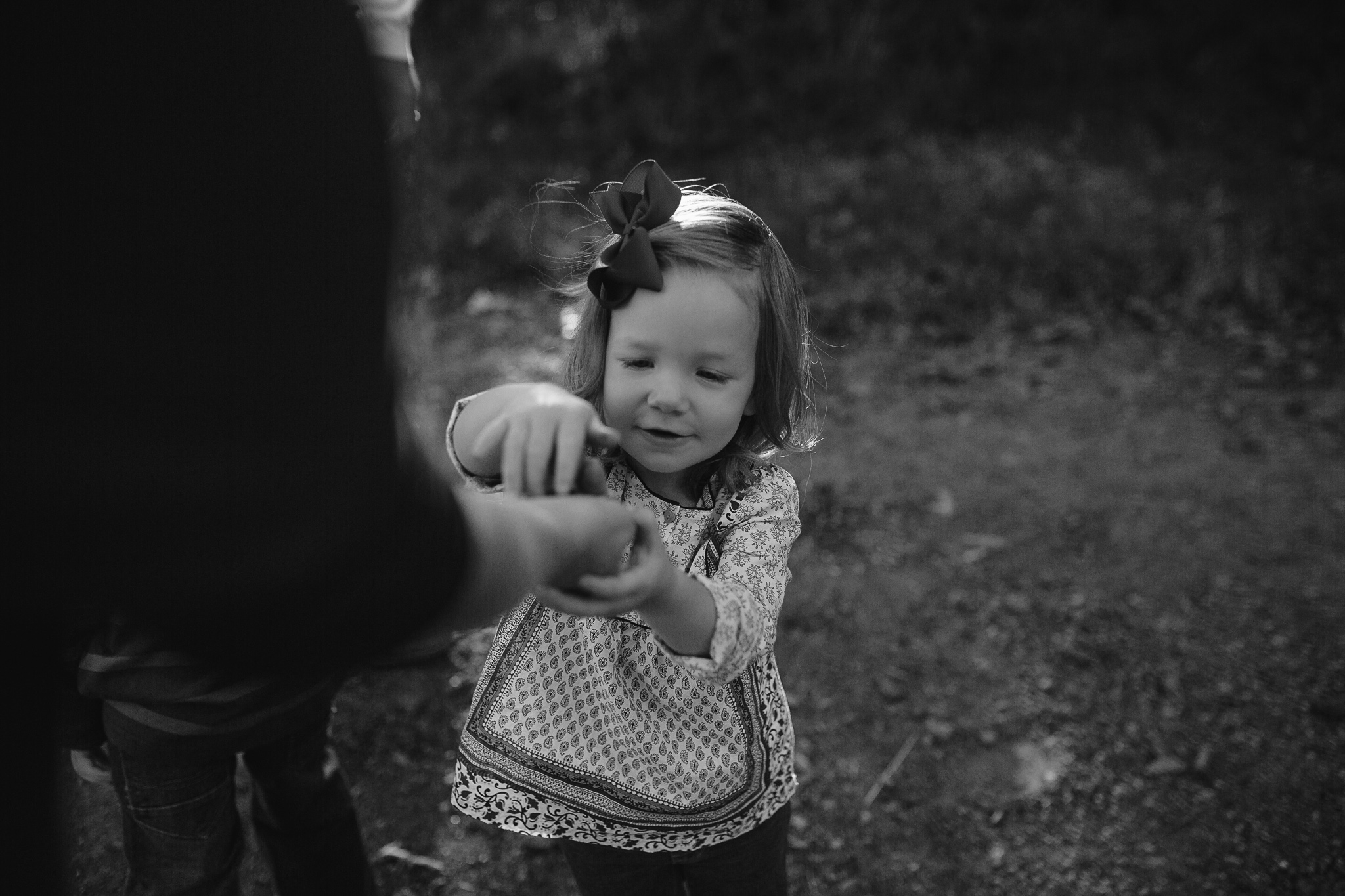 cassie-cook-photography-memphis-family-photographer-lifestyle-photographer-outdoors-family-photos-hernando-ms-family-photographer