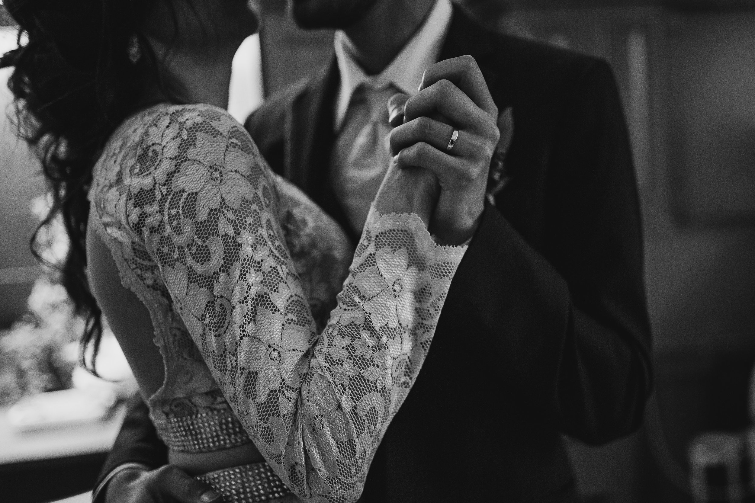 cassie-cook-photography-memphis-wedding-photographer-loya-first-dance