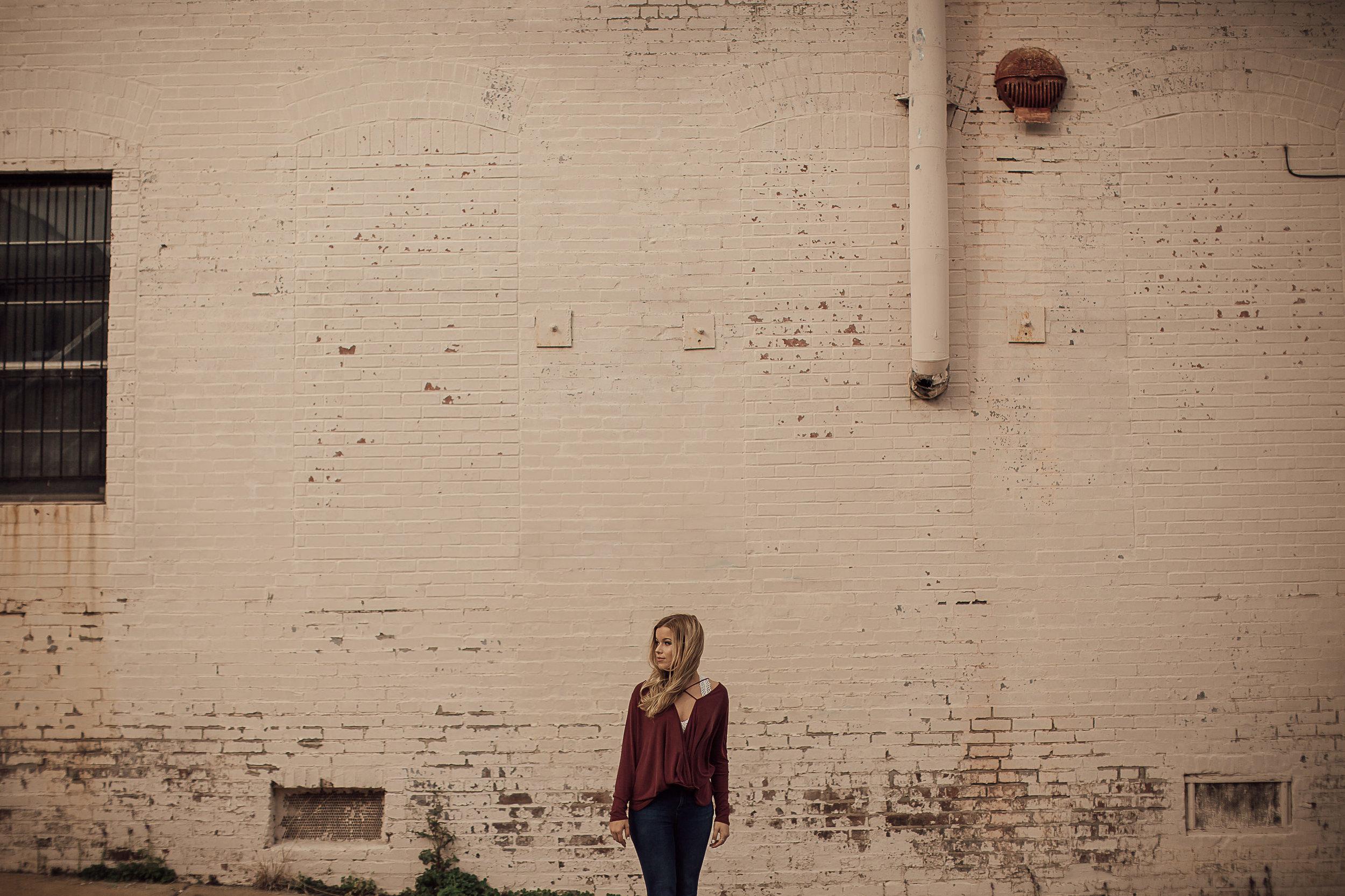 memphis-senior-photographer-urban-downtown-memphis-cassie-cook-photography-7.jpg