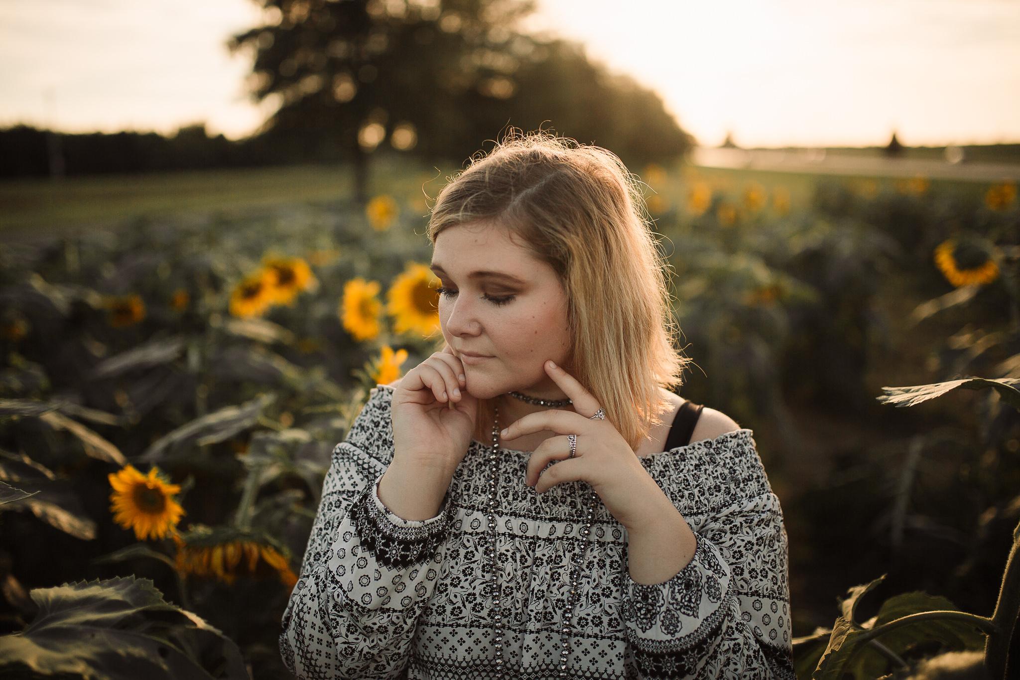memphis-senior-photographer-sunflower-field-11.jpg