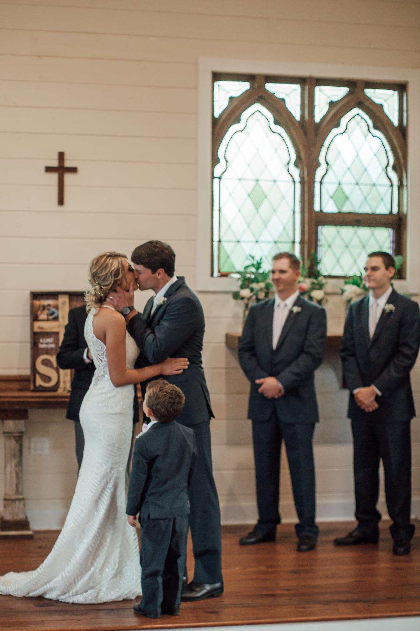 cassie-cook-photography-memphis-wedding-photographer-hedge-farm-wedding-venue-233.jpg