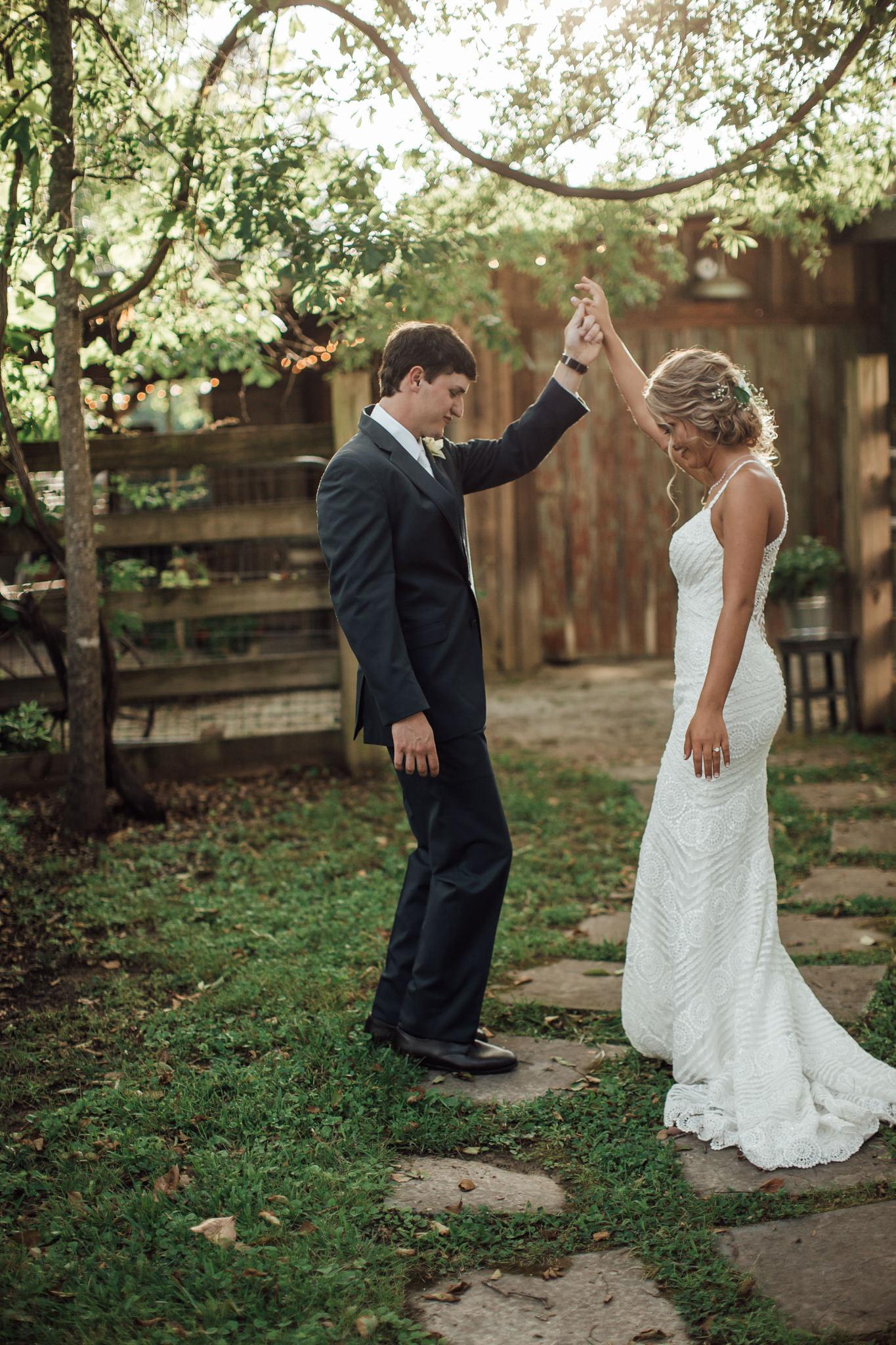 cassie-cook-photography-memphis-wedding-photographer-hedge-farm-wedding-venue-214.jpg