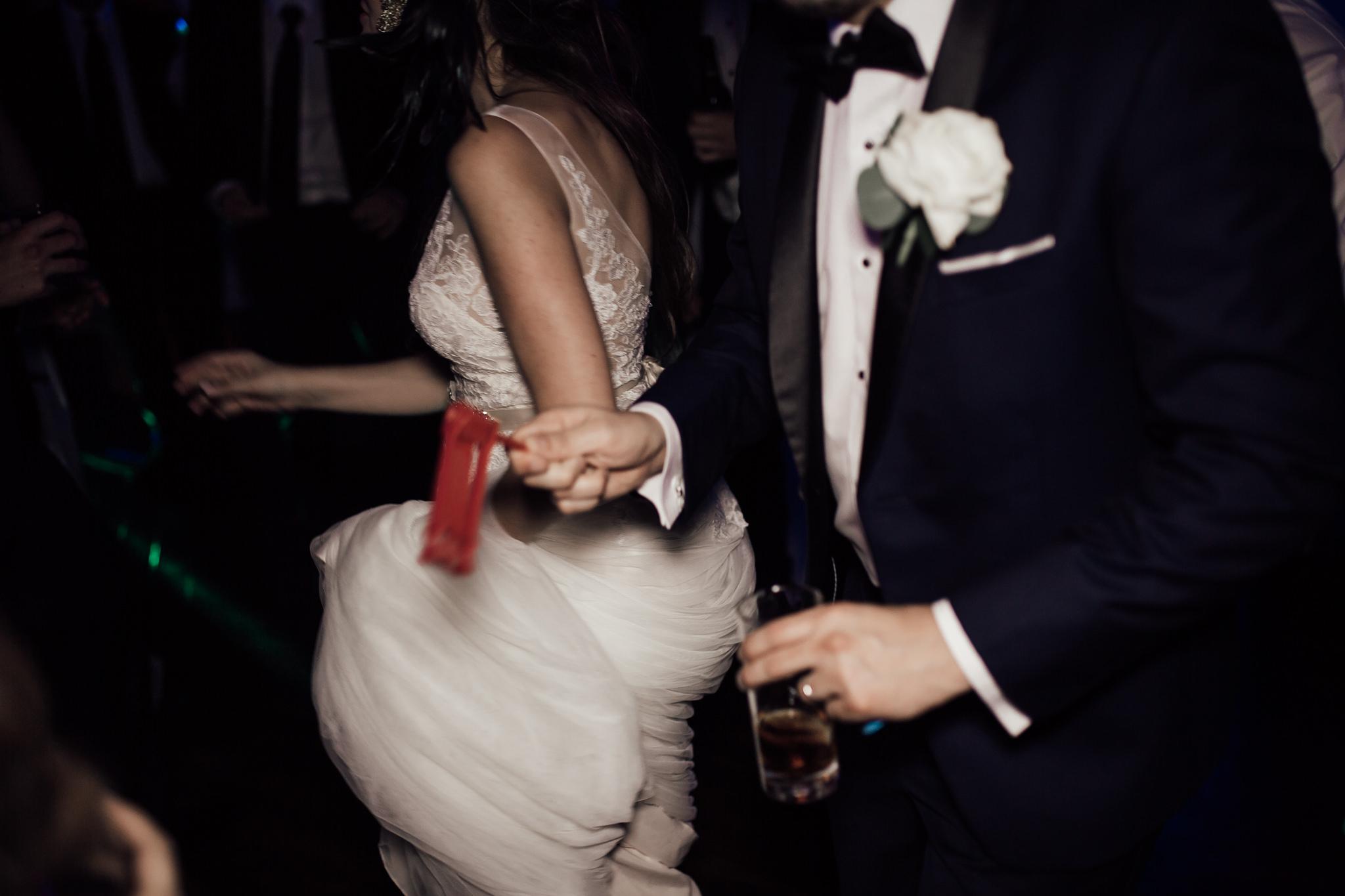 cassie-cook-photography-memphis-wedding-photographer-the-atrium-at-overton-square-41.jpg