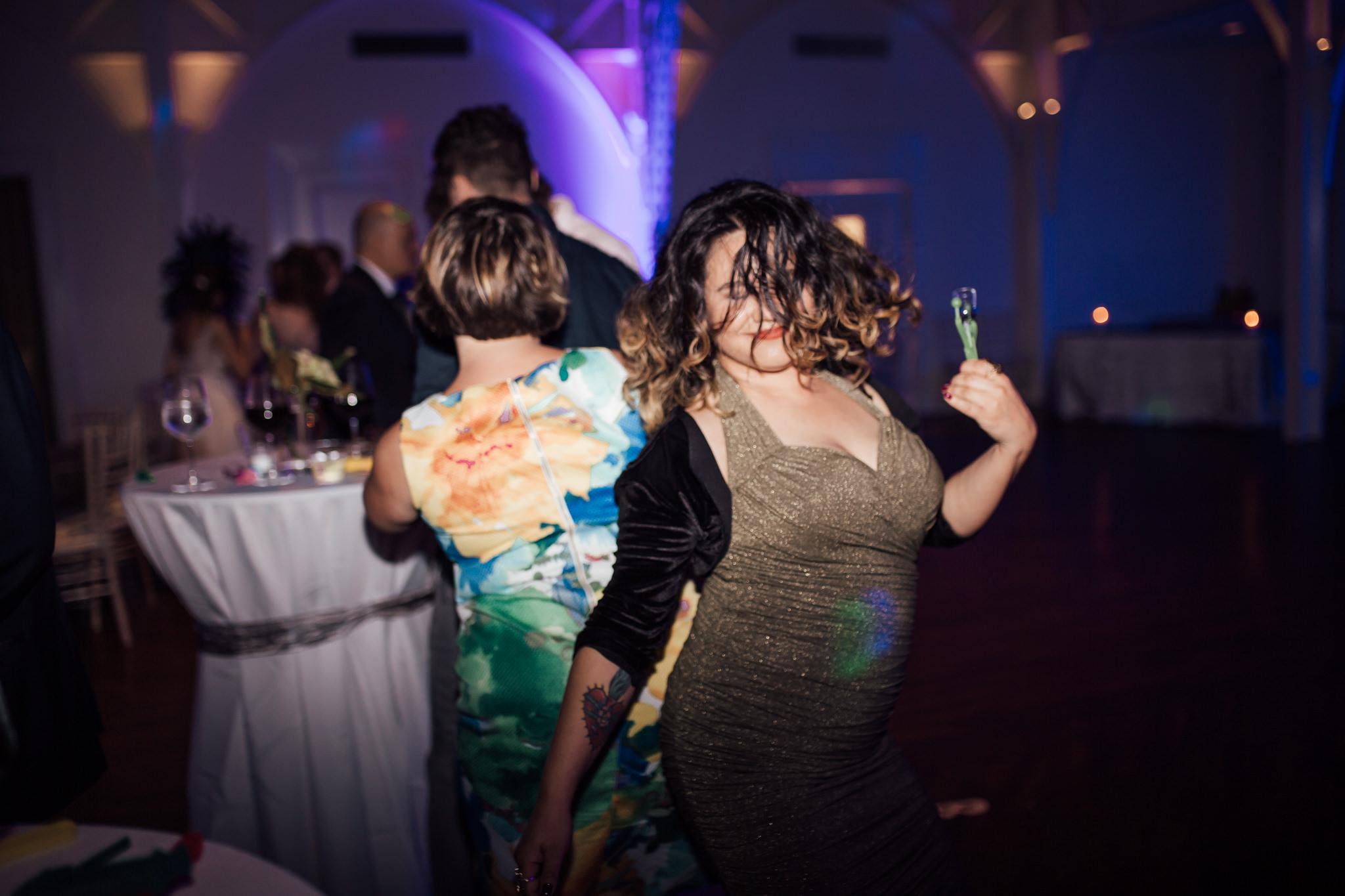 cassie-cook-photography-memphis-wedding-photographer-the-atrium-at-overton-square-59.jpg