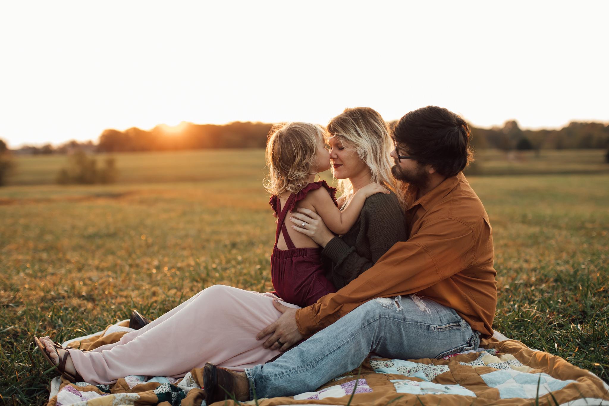 cassie-cook-photography-memphis-family-photographer-lifestyle-family-photographer-sunrise-gray-family-14.jpg