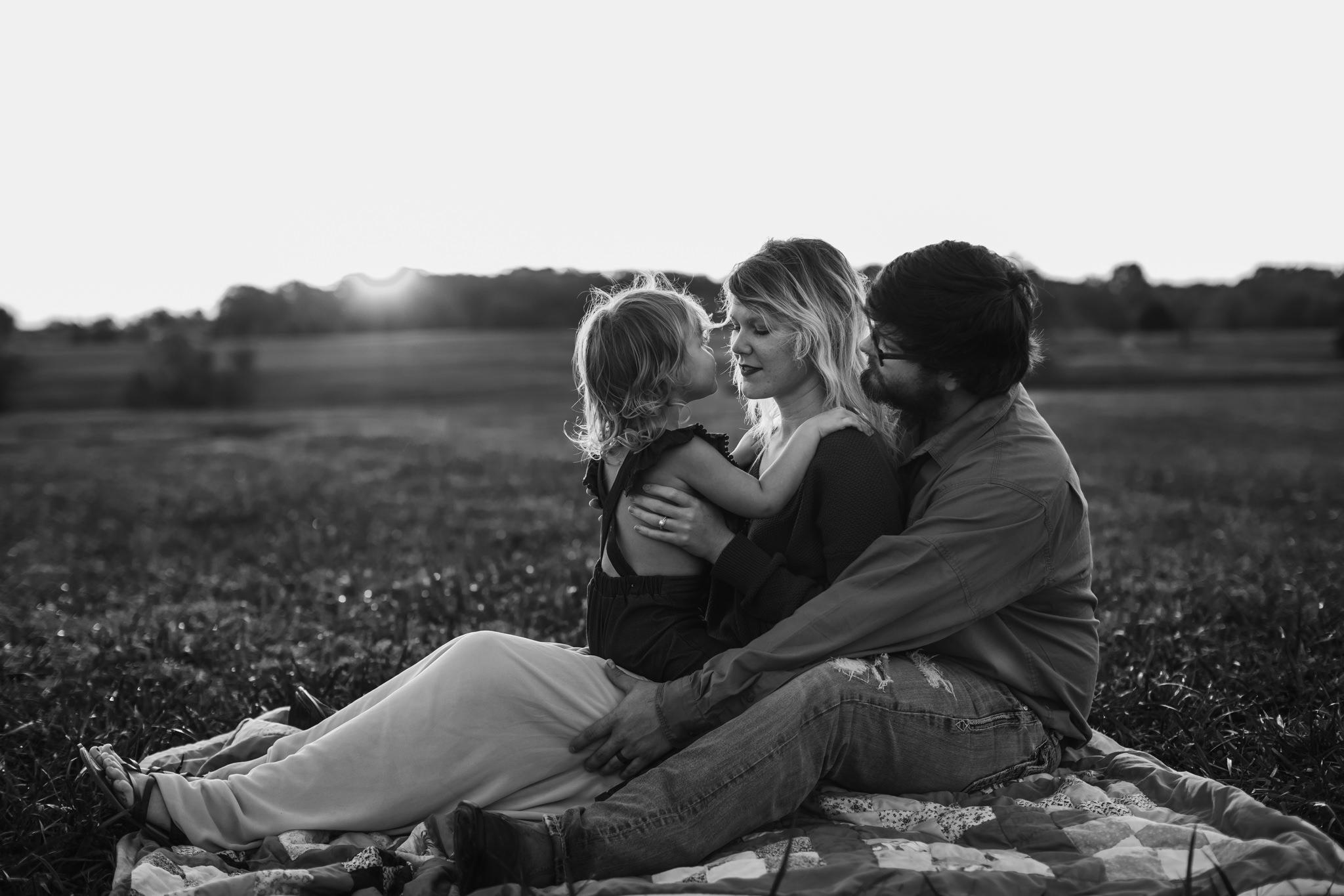 cassie-cook-photography-memphis-family-photographer-lifestyle-family-photographer-sunrise-gray-family-13.jpg