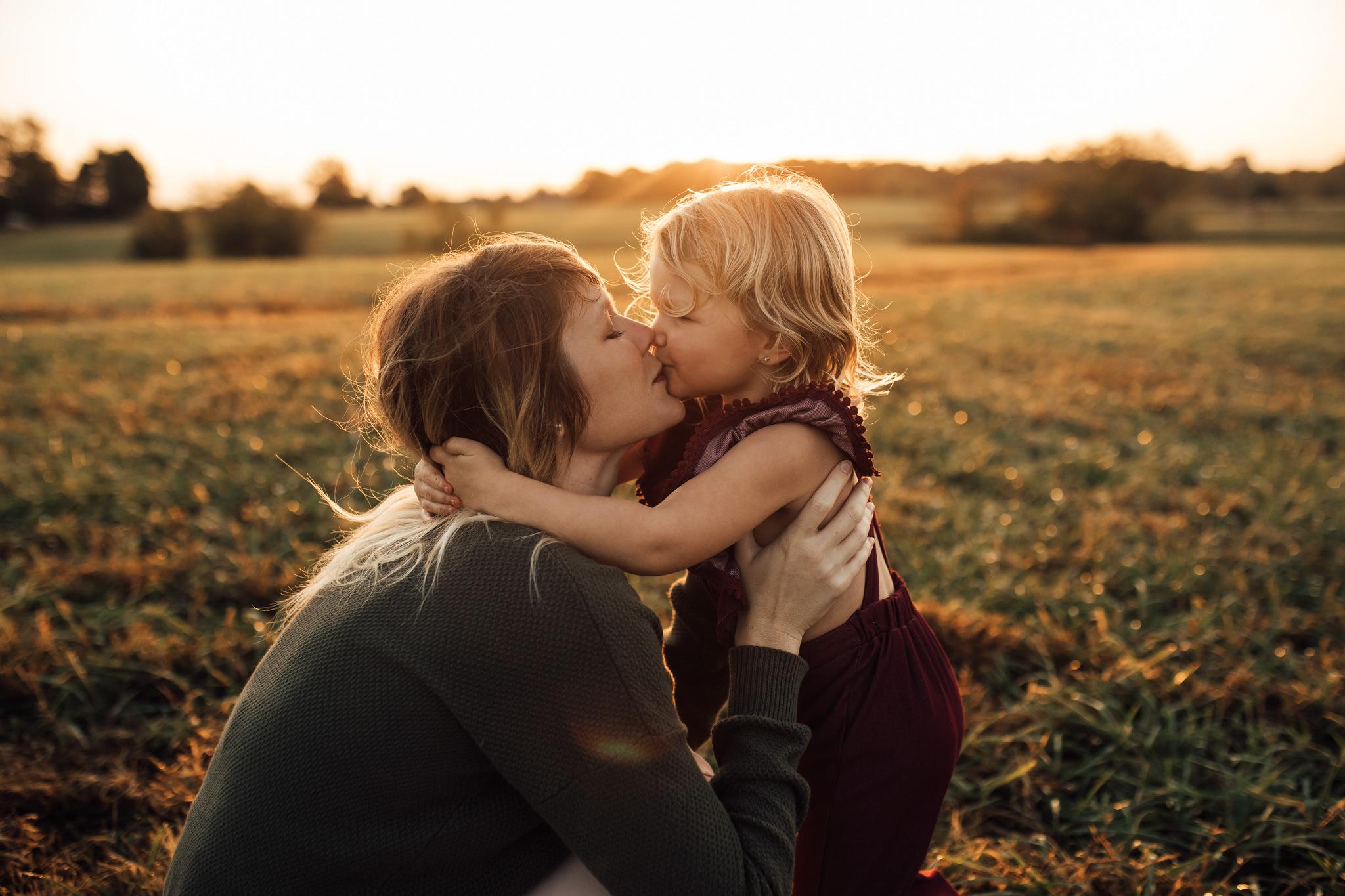 cassie-cook-photography-memphis-family-photographer-lifestyle-family-photographer-sunrise-gray-family-26.jpg