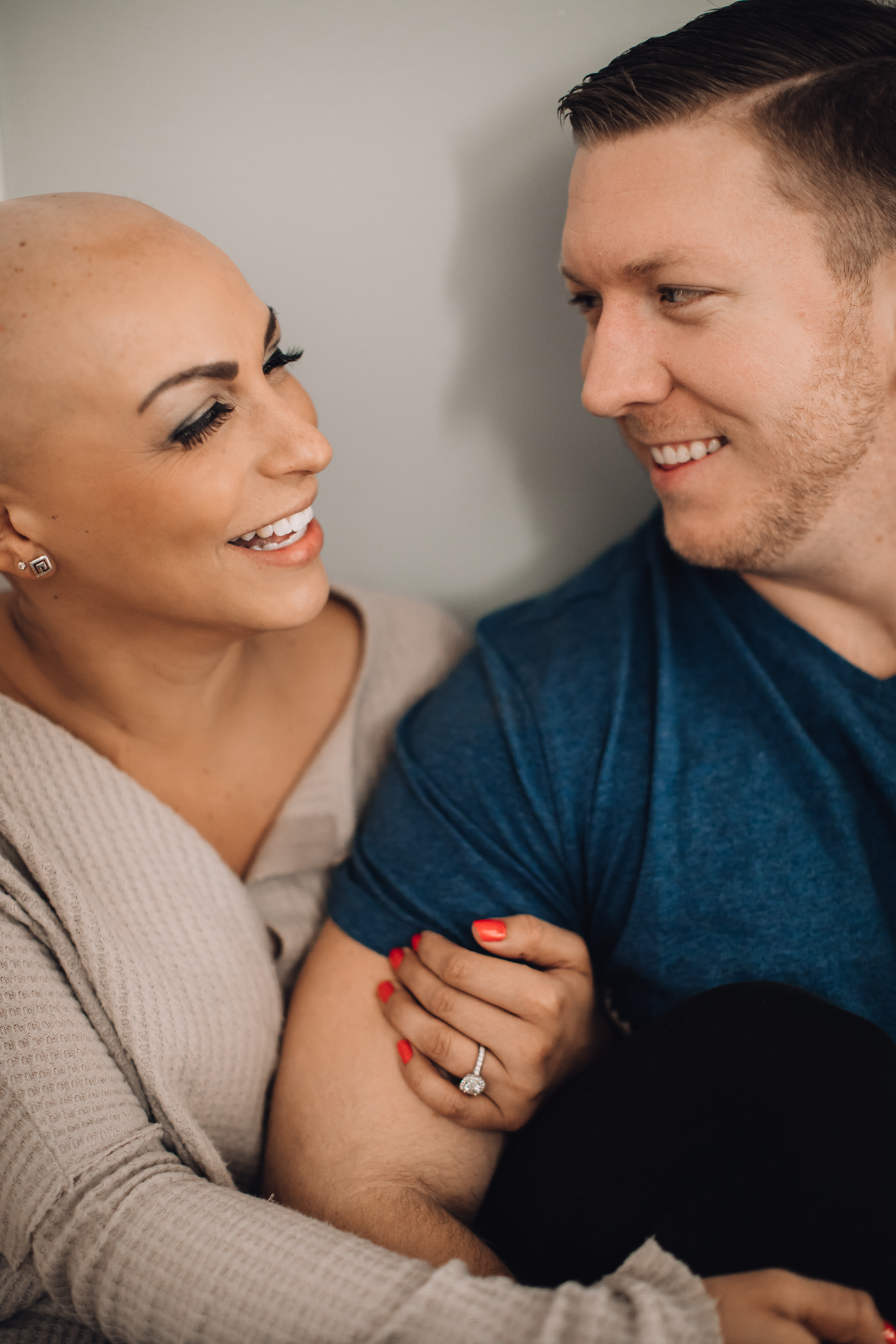 in-home-engagement-session-Nashville-tn-cozy-photoshoot