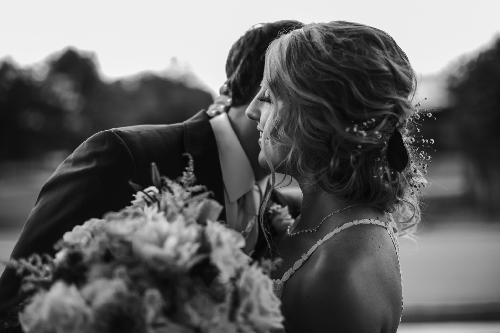 cassie-cook-photography-memphis-wedding-photographer-hedge-farm-wedding-venue-240.jpg